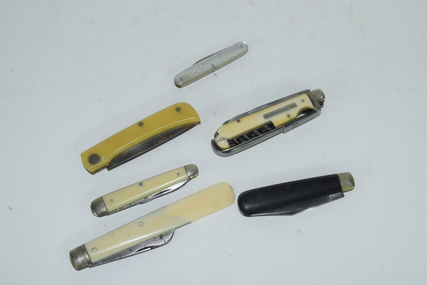 Quantity of five pen