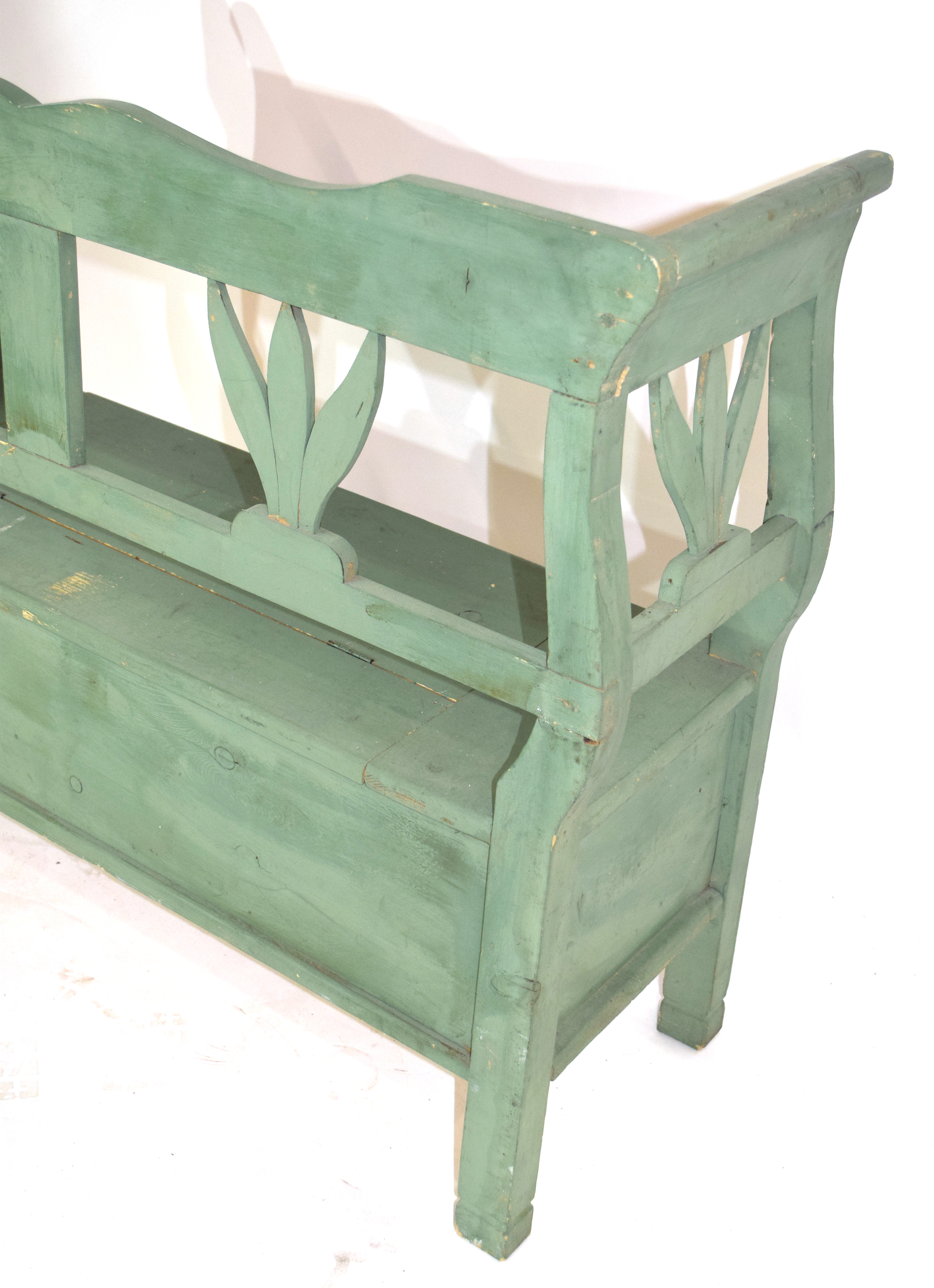 Painted pine settle with storage seat 119cm wide Condition: Paint work in worn condition^ appears - Image 4 of 4