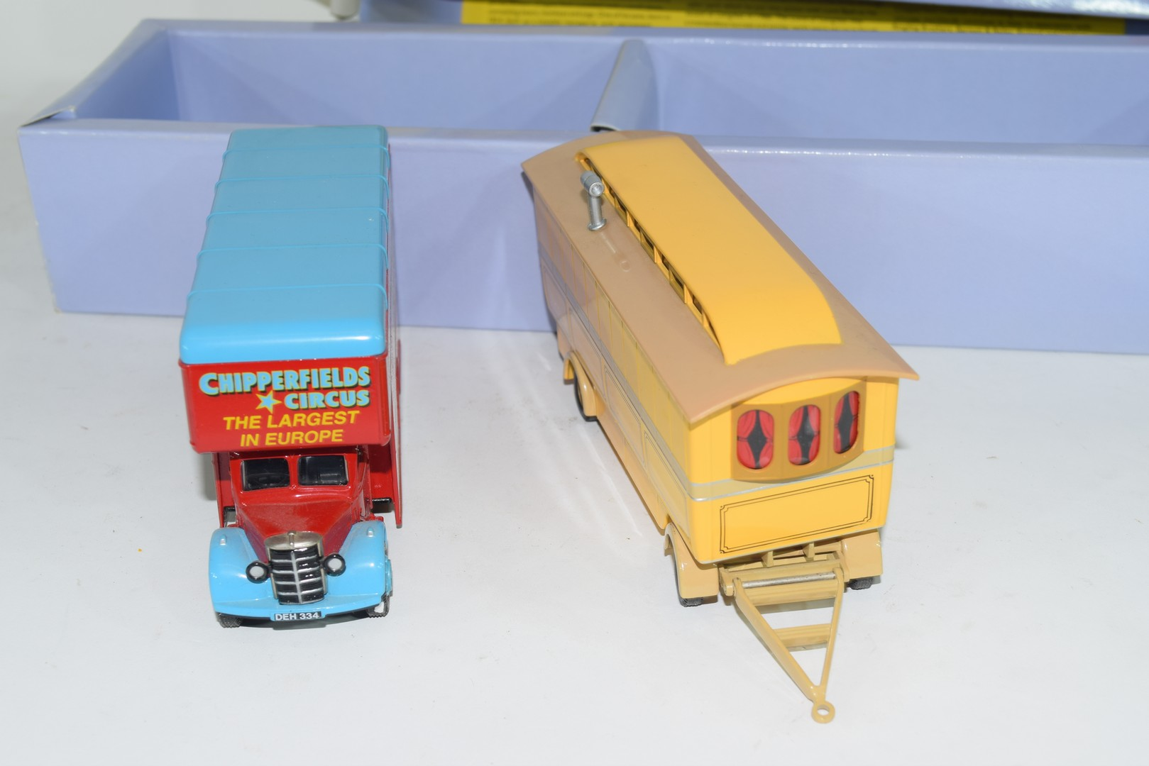 Corgi boxed model of a Chipperfields Circus lorry and caravan No 97888 - Image 4 of 5