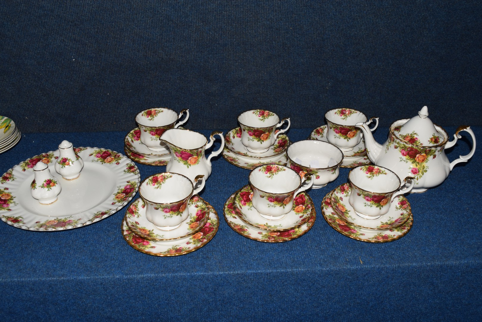 Royal Albert tea set in the Old Country Roses pattern - Image 4 of 4