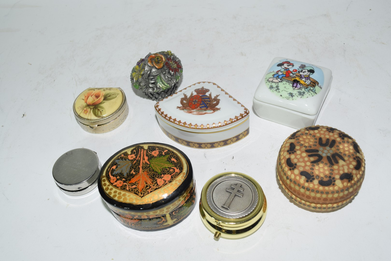 Mixed lot of small pill boxes and trinket boxes