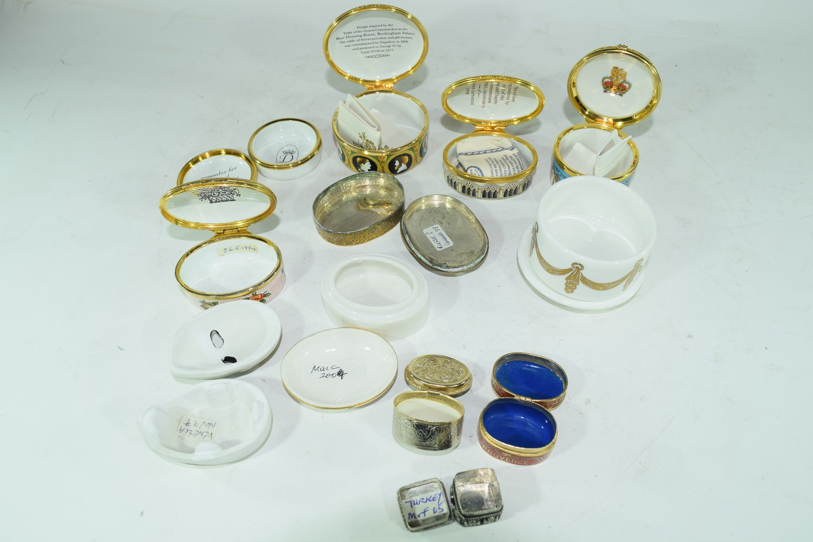 Mixed lot various small trinket and pill boxes - Image 6 of 6