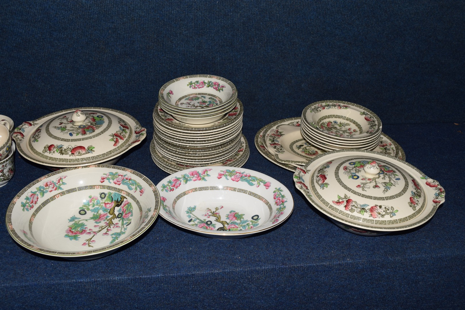 Extensive quantity of Johnson Bros tea and dinner wares - Image 5 of 5