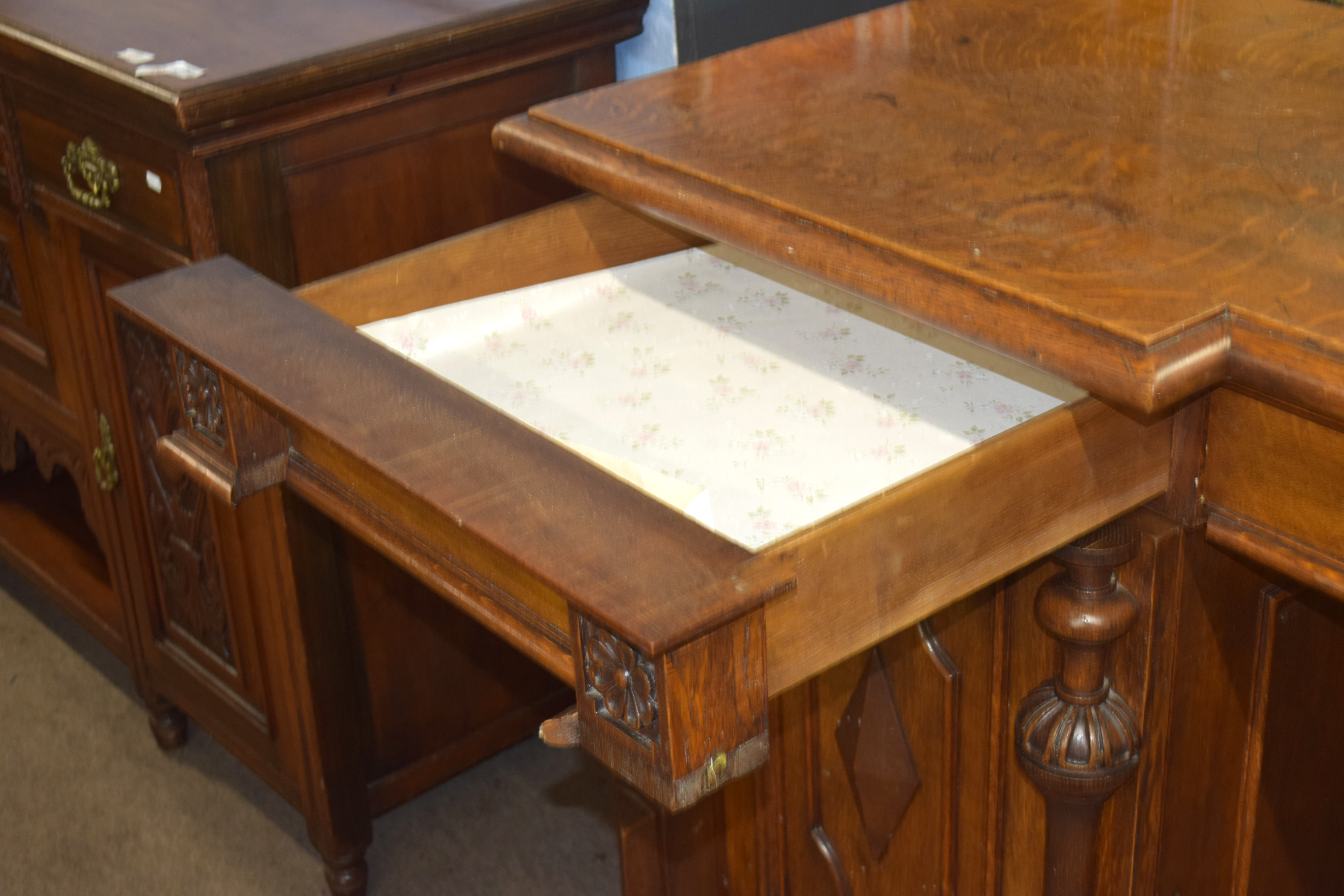 Very large and imposing Victorian Oak mirror back sideboard, back panel with three mirror plates and - Image 5 of 7