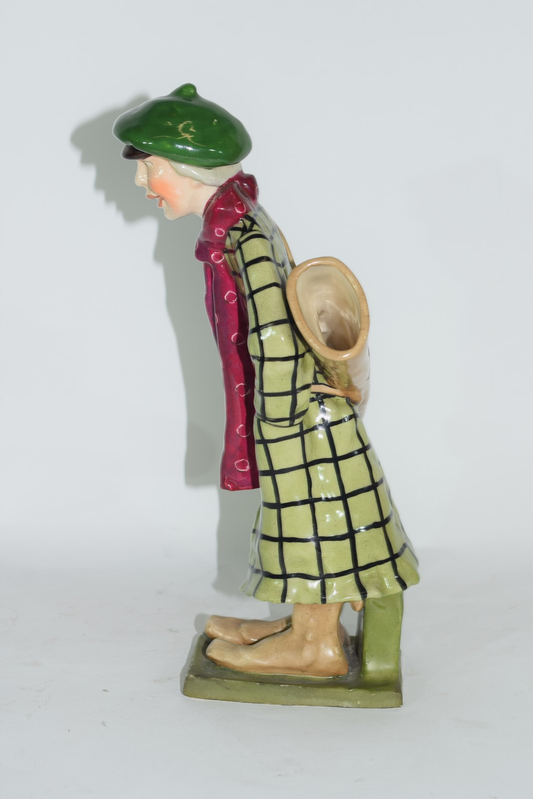 An amphora pottery model of a golfer - Image 2 of 5