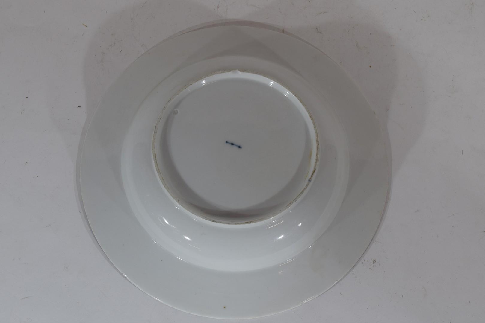 Berlin porcelain bowl decorated with central spray of roses - Image 3 of 3