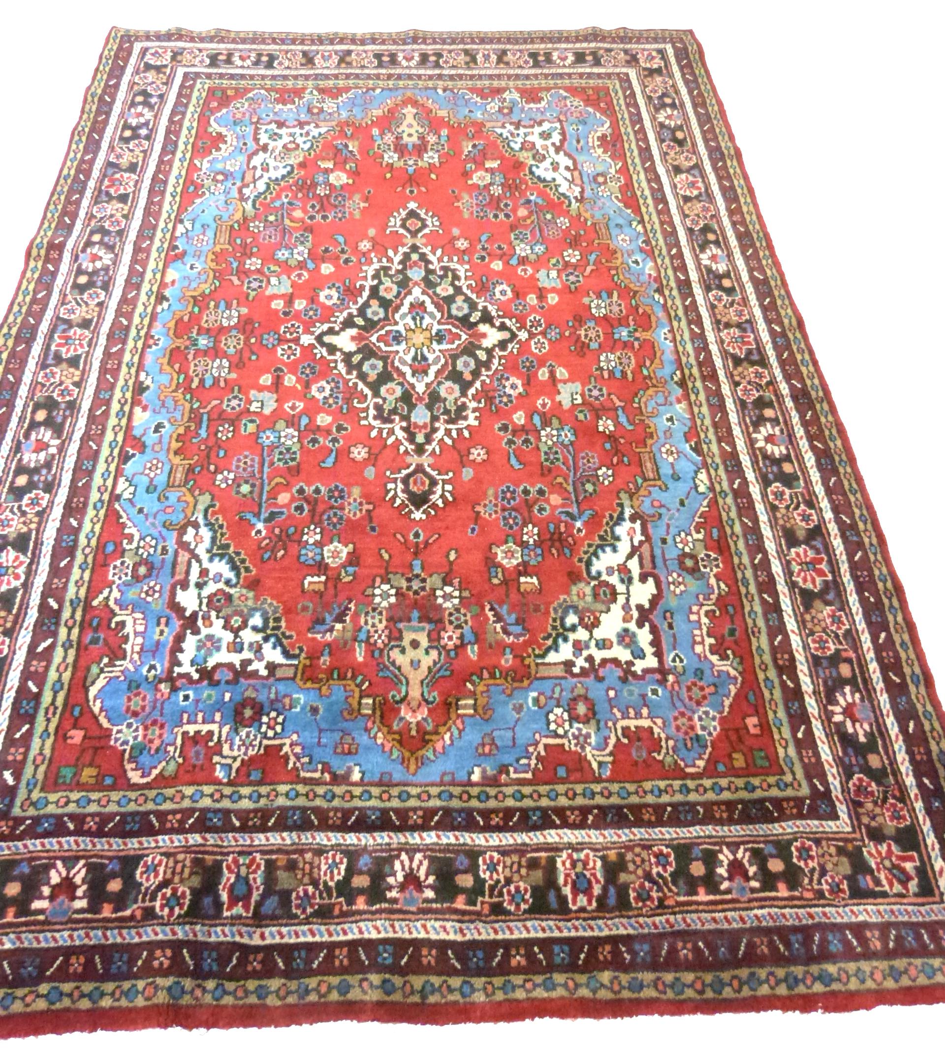 Rich red ground full pile Persian Serouke Carpet, floral medallion design 296cm x 200cm - Image 3 of 8