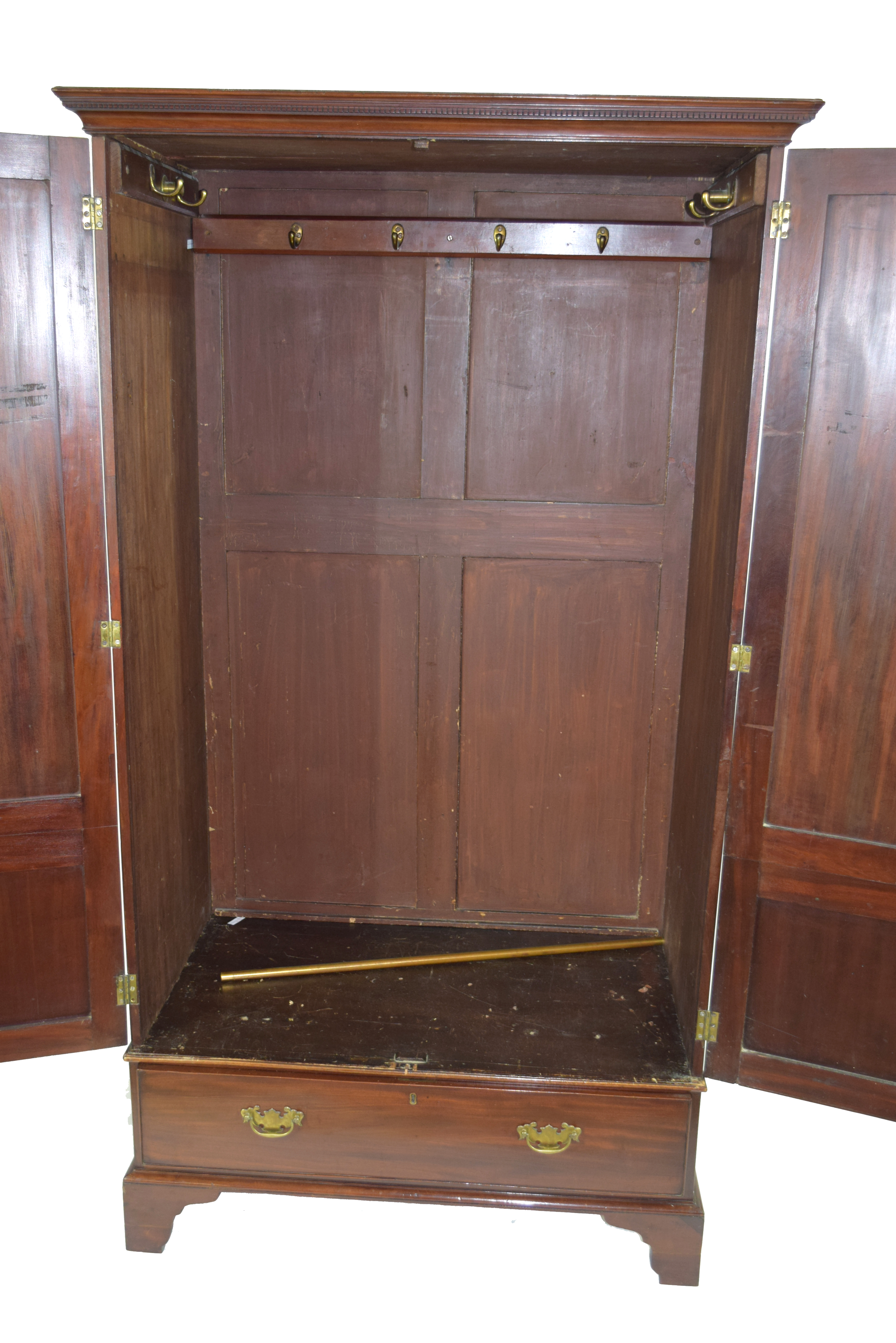 19th century mahogany wardrobe with moulded cornice over two panelled doors and single drawer - Image 4 of 6
