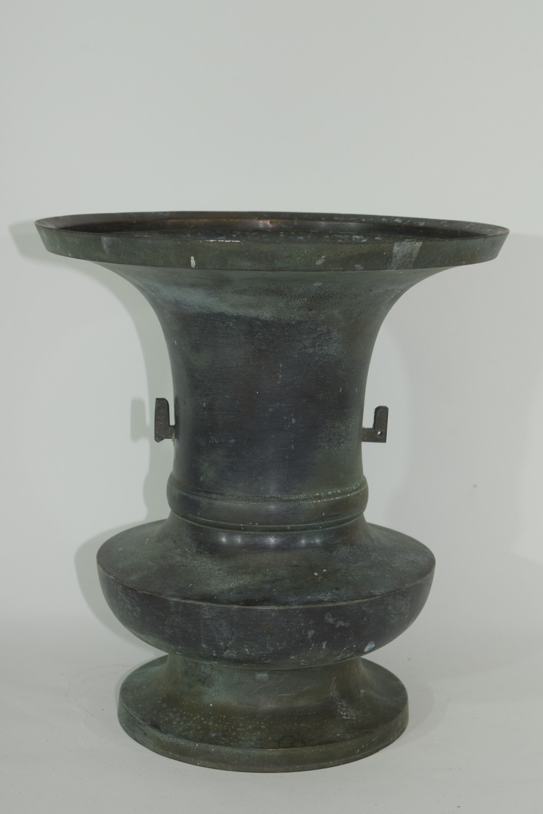 Oriental bronze of archaic form - Image 2 of 6