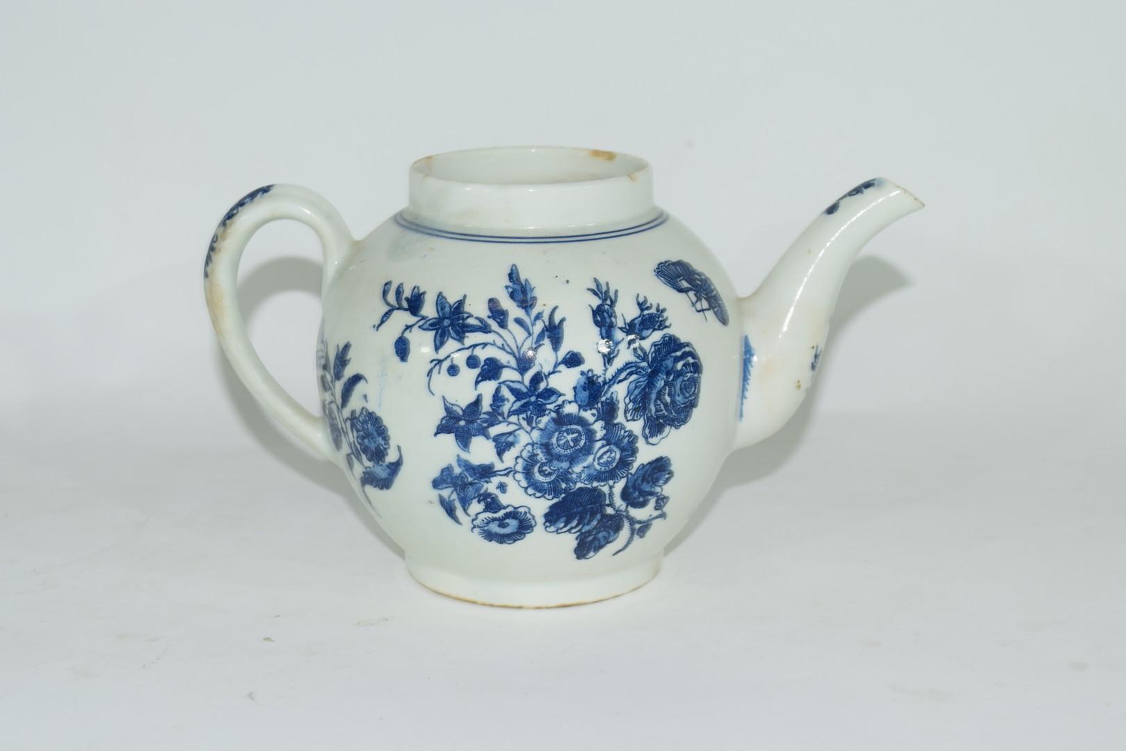 18th century Lowestoft porcelain teapot - Image 3 of 8