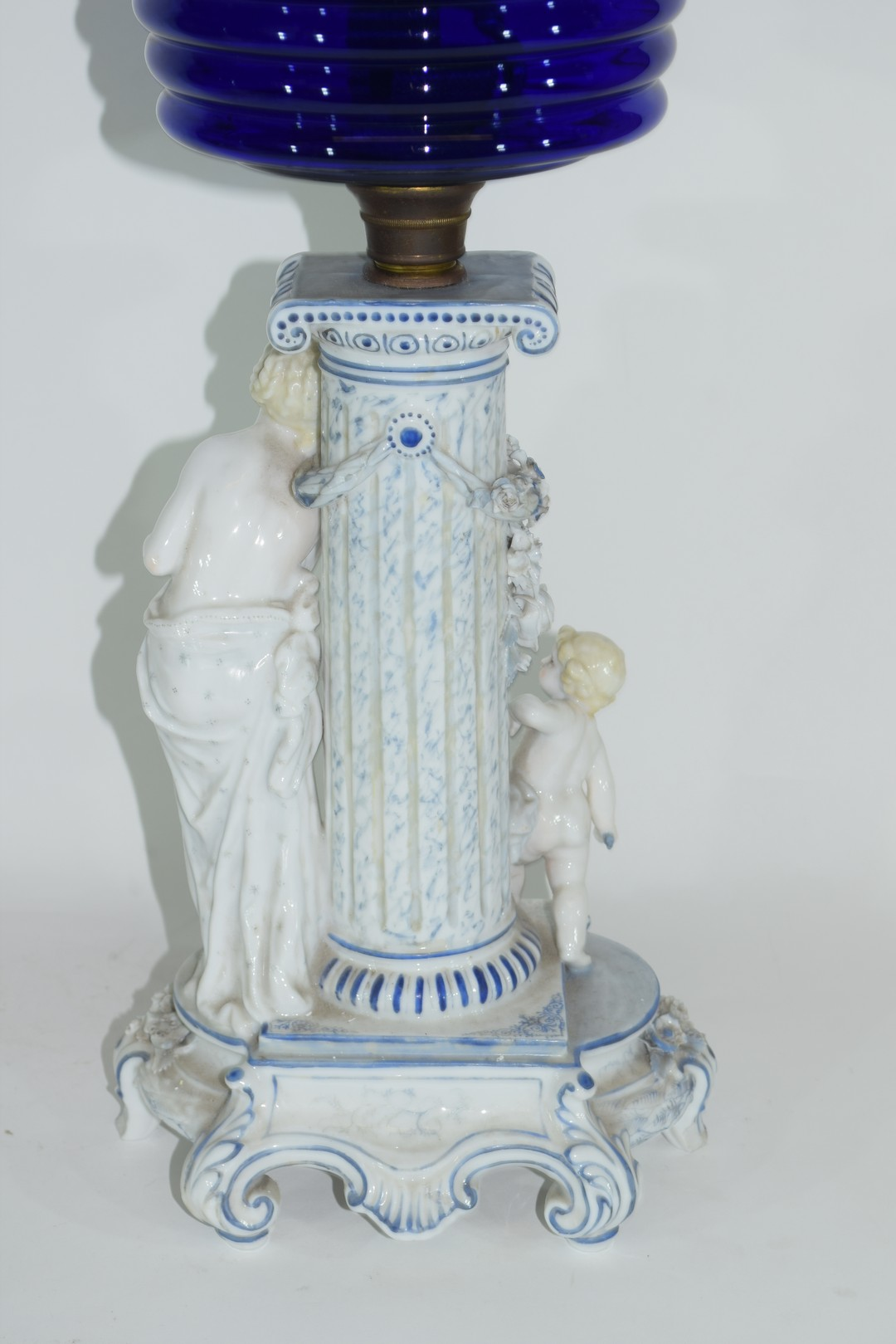 Oil lamp with blue glass reservoir - Image 4 of 6