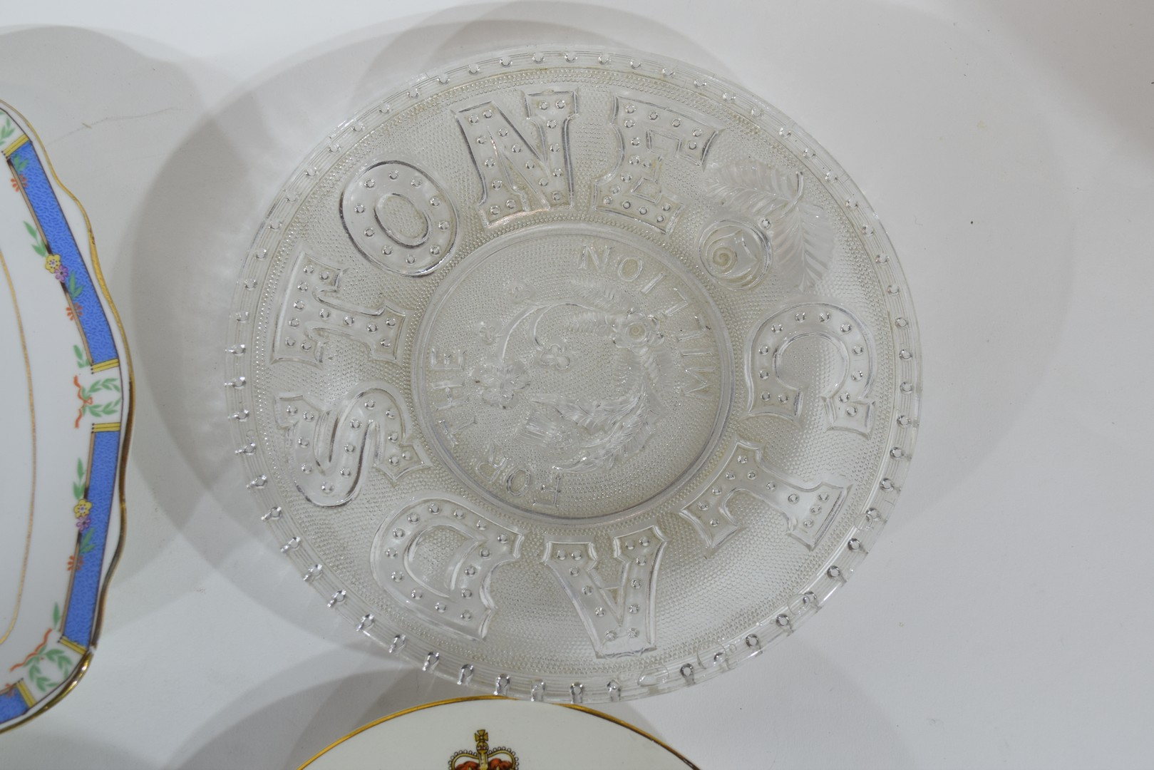 Group of decorative plates including a Paragon commemorative plate - Image 7 of 7