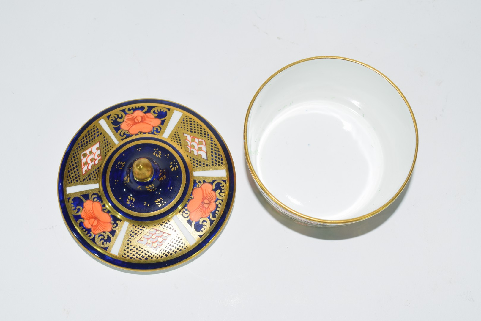 Group of Continental porcelains including a Vienna style cup and saucer - Image 9 of 12