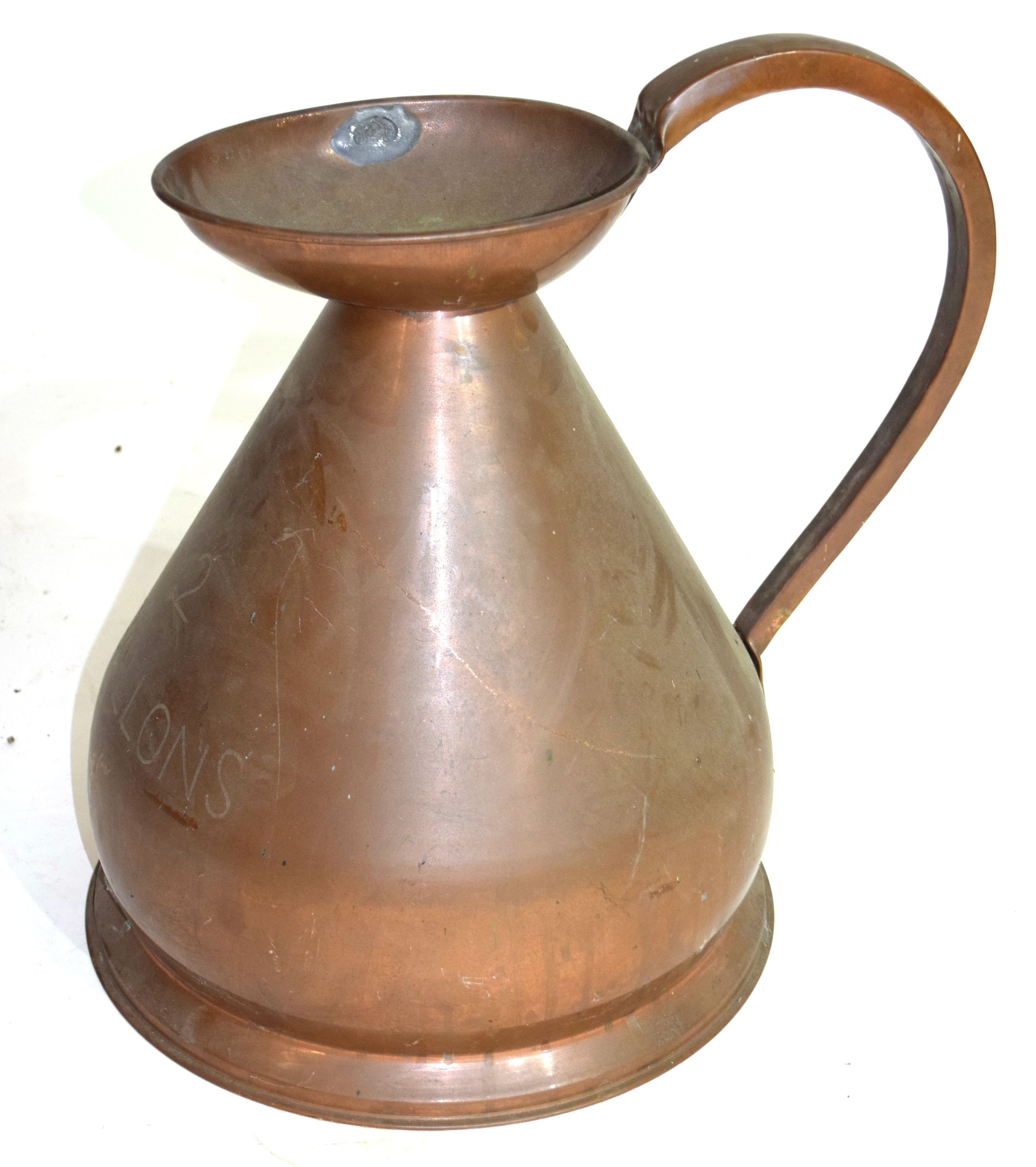 Large copper two-gallon jug, height approx 44cm Condition: Appears structurally sound^ would benefit