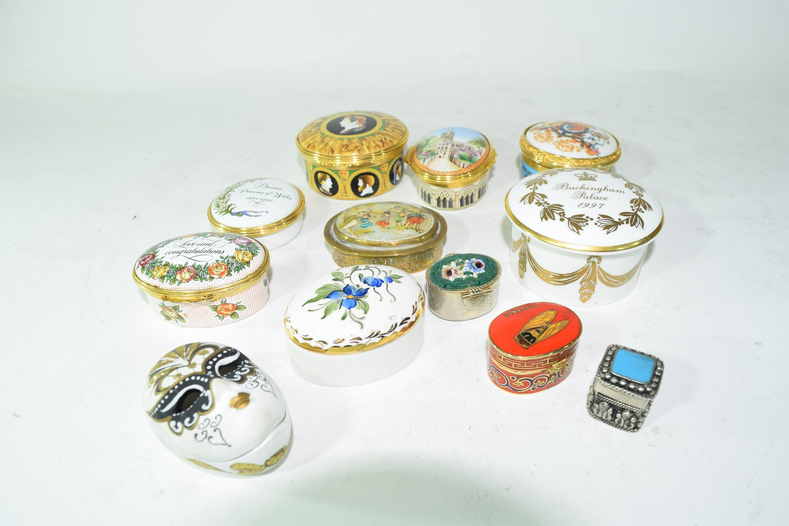 Mixed lot various small trinket and pill boxes
