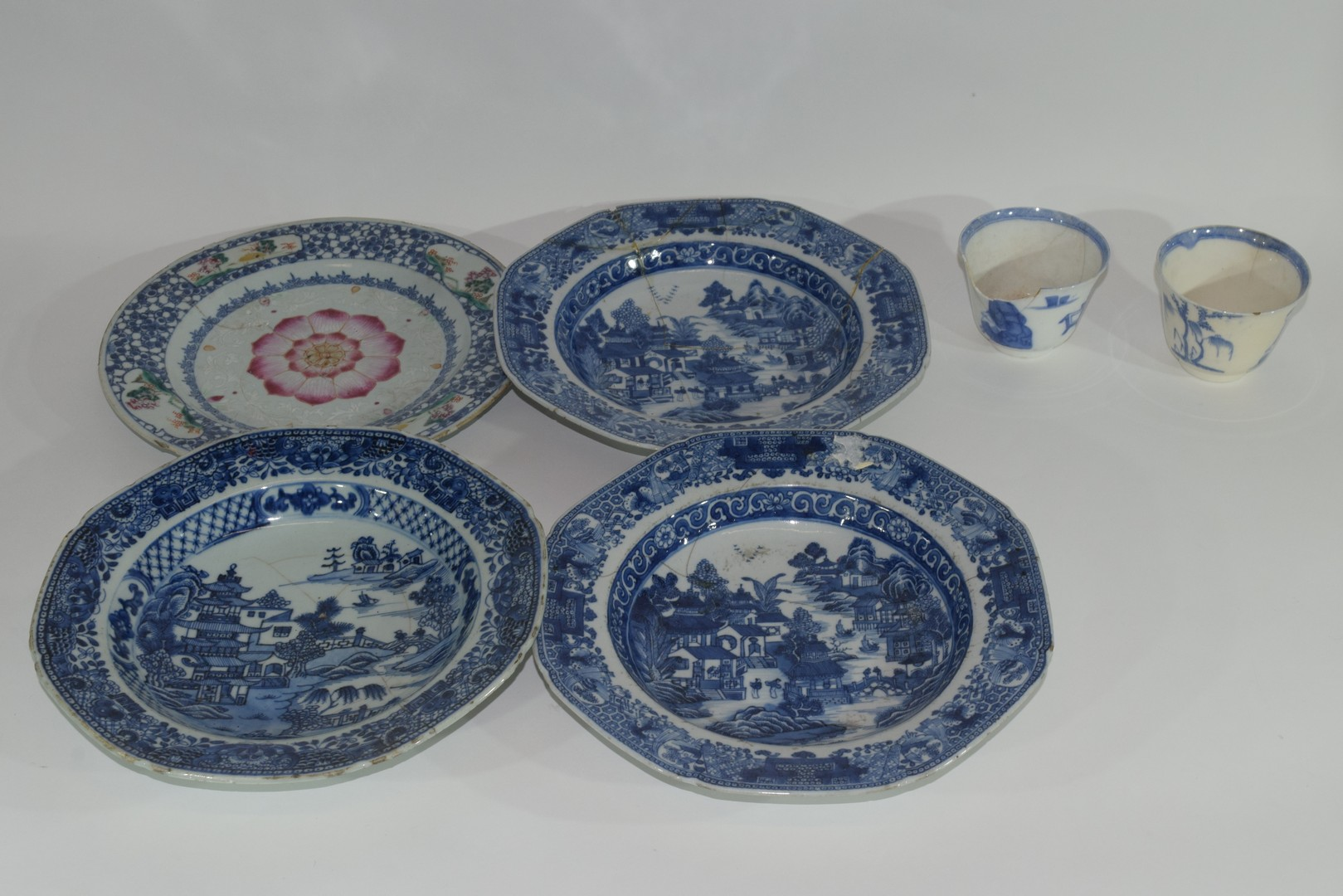 Group of Chinese export porcelain plates