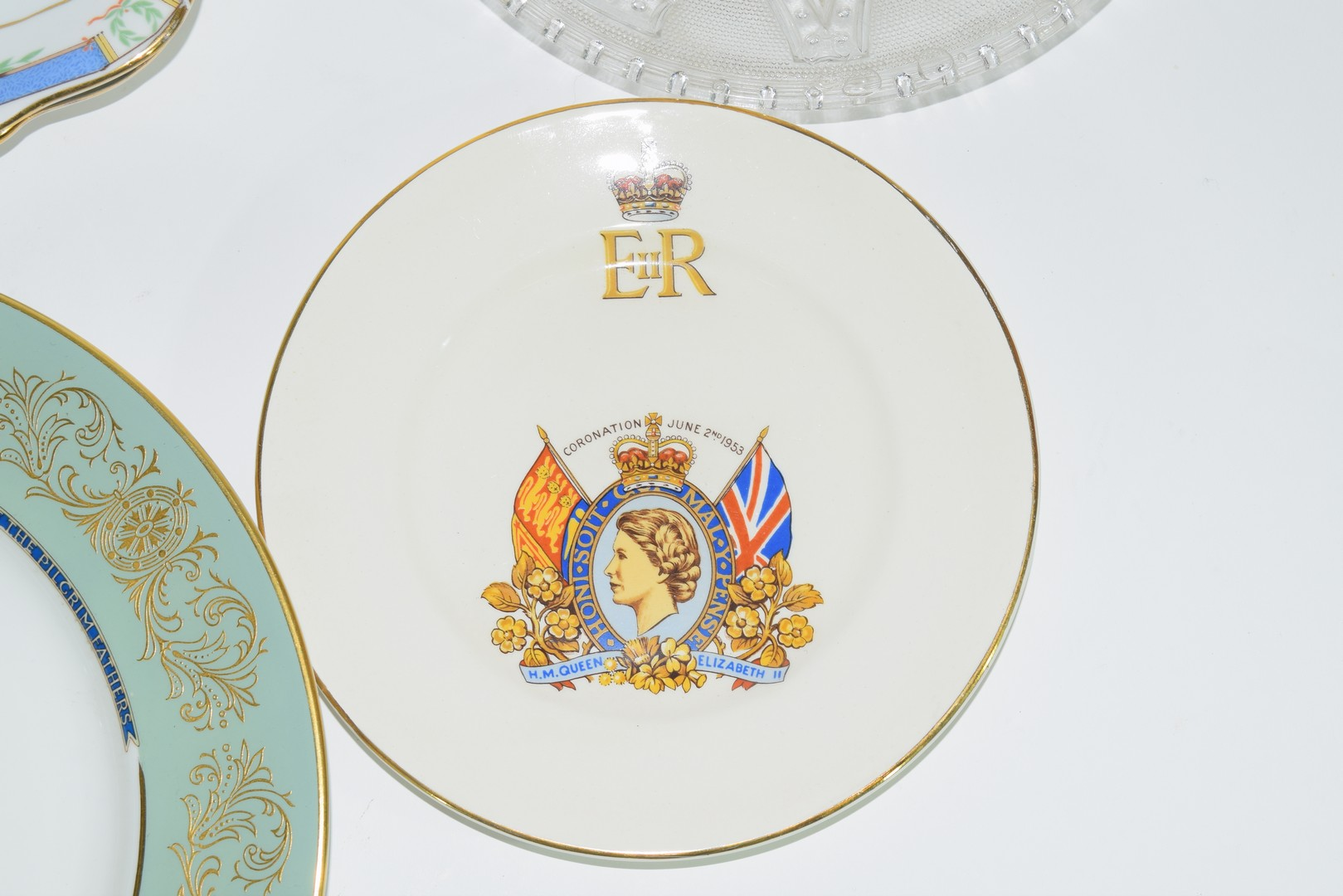 Group of decorative plates including a Paragon commemorative plate - Image 3 of 7