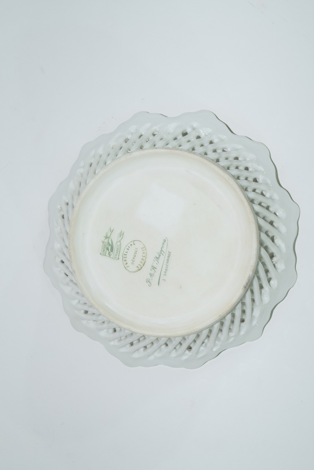 Group of Continental porcelains including a Vienna style cup and saucer - Image 6 of 12