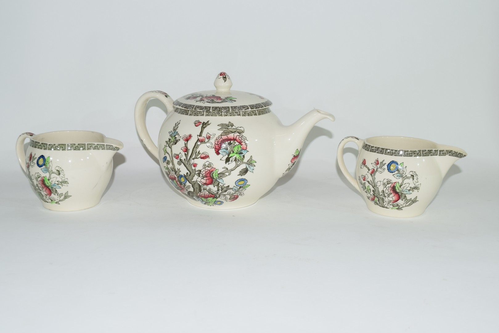 Extensive quantity of Johnson Bros tea and dinner wares - Image 2 of 5