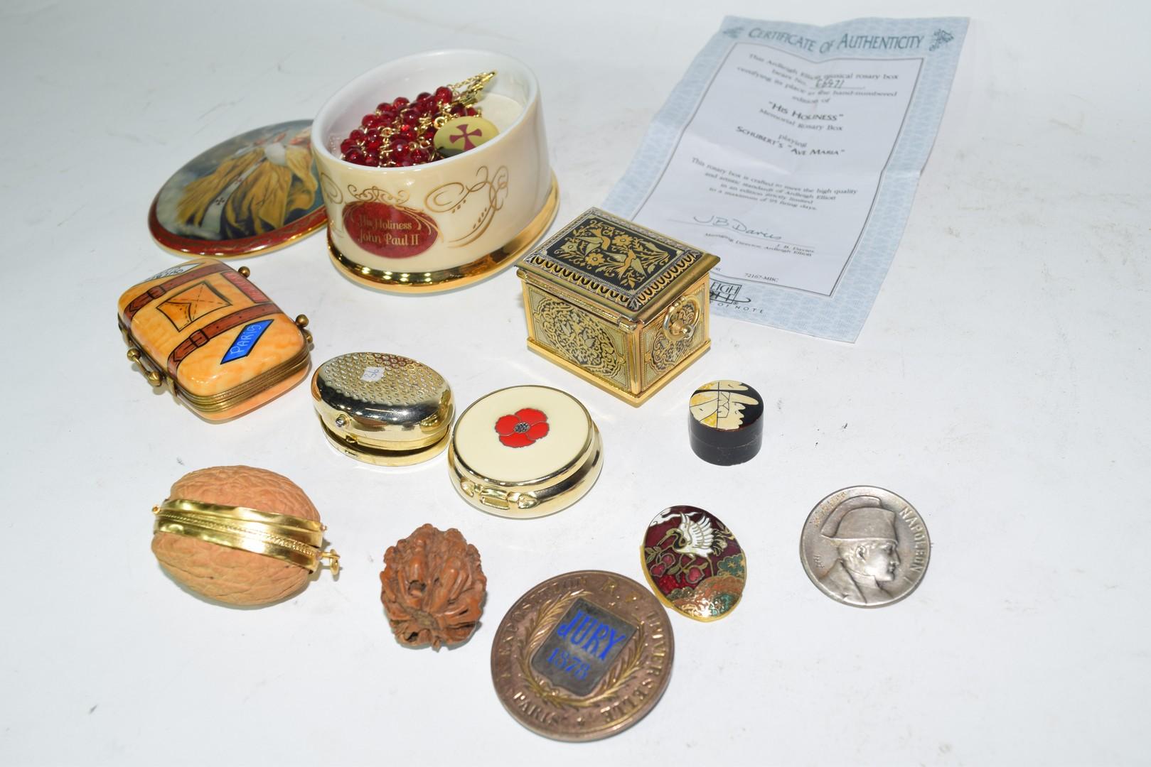 Ralph W Cowan memorial porcelain rosary box etc - Image 3 of 7