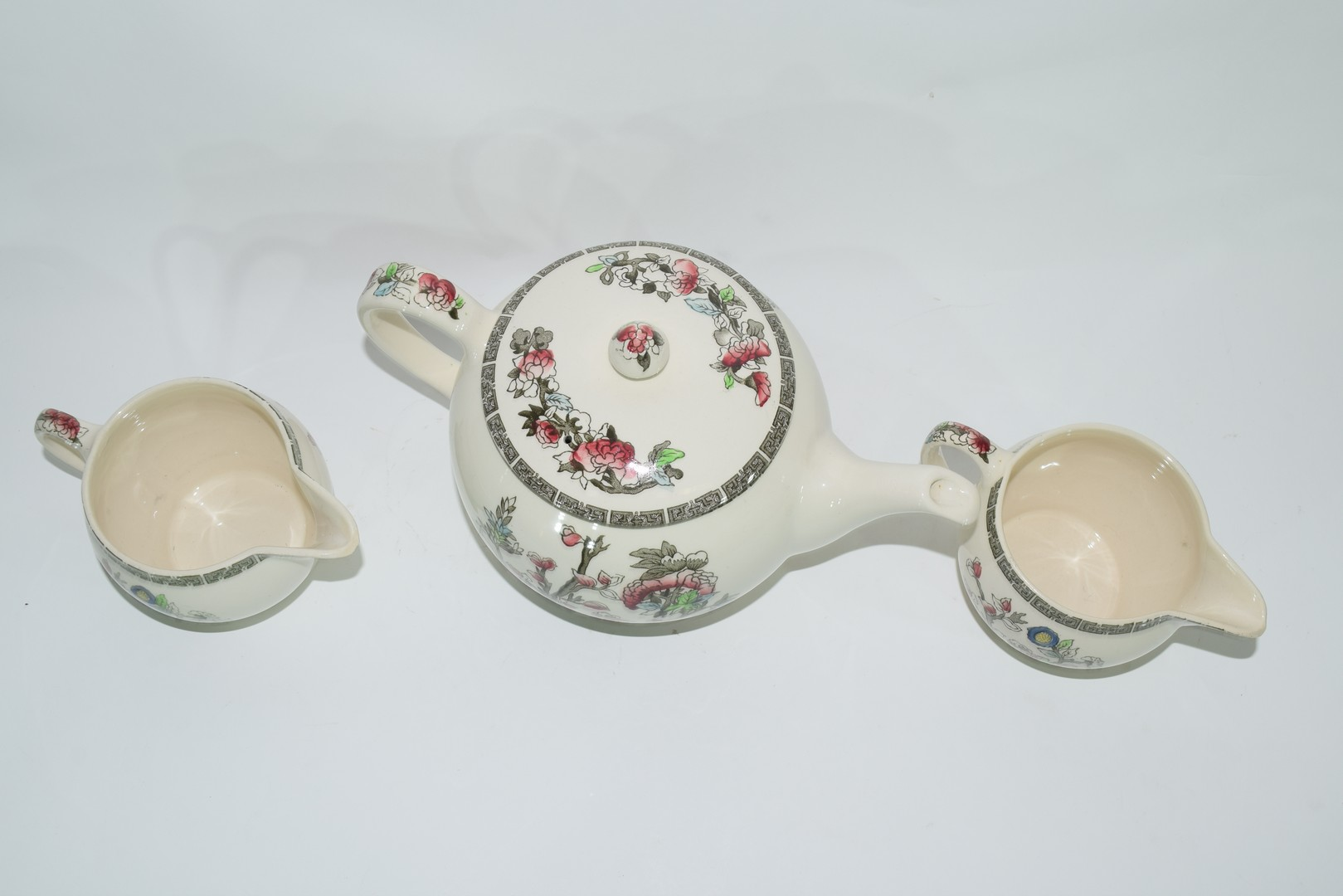 Extensive quantity of Johnson Bros tea and dinner wares - Image 3 of 5