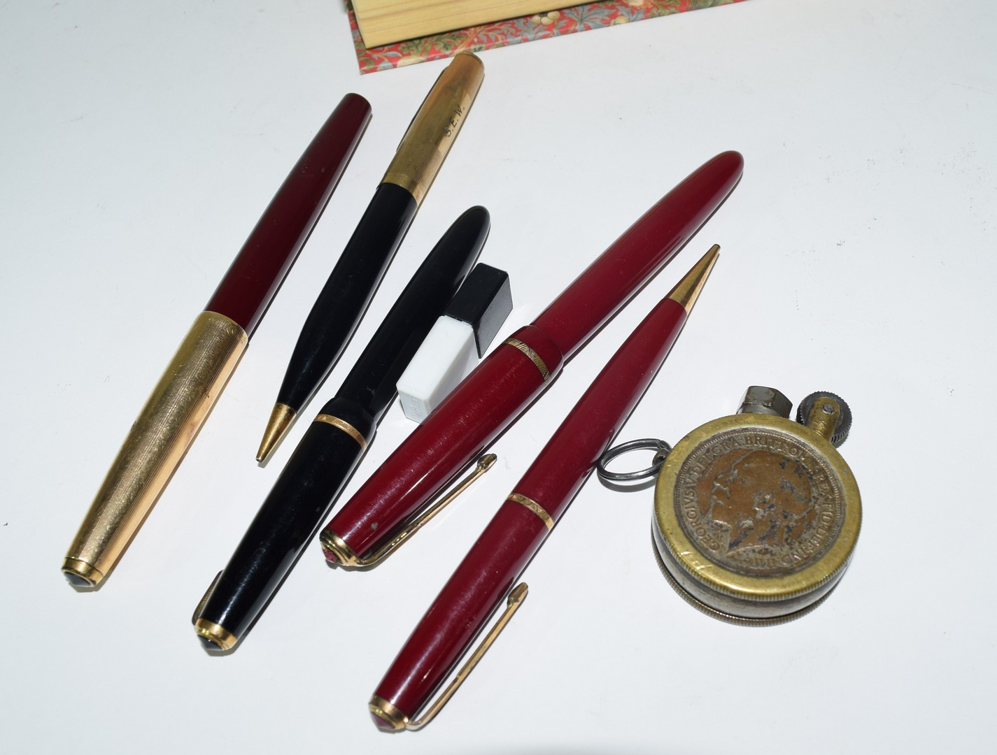 Small box containing quantity of fountain pens - Image 4 of 4