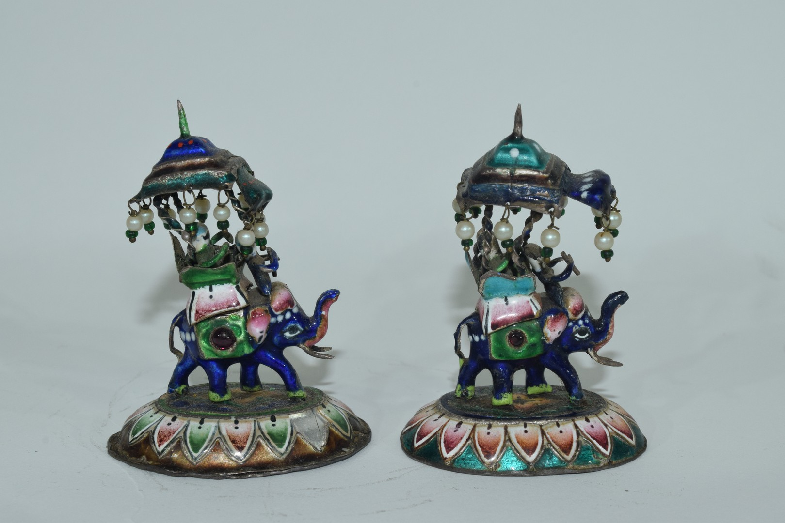 Two enamel Indian elephants with howdahs and a pill box - Image 8 of 9