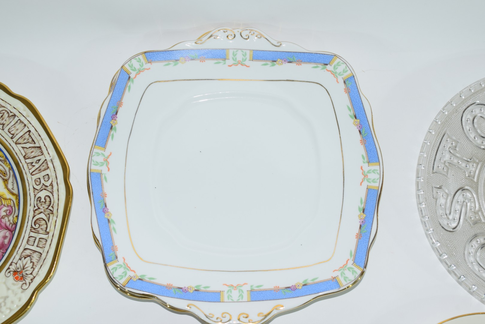 Group of decorative plates including a Paragon commemorative plate - Image 5 of 7