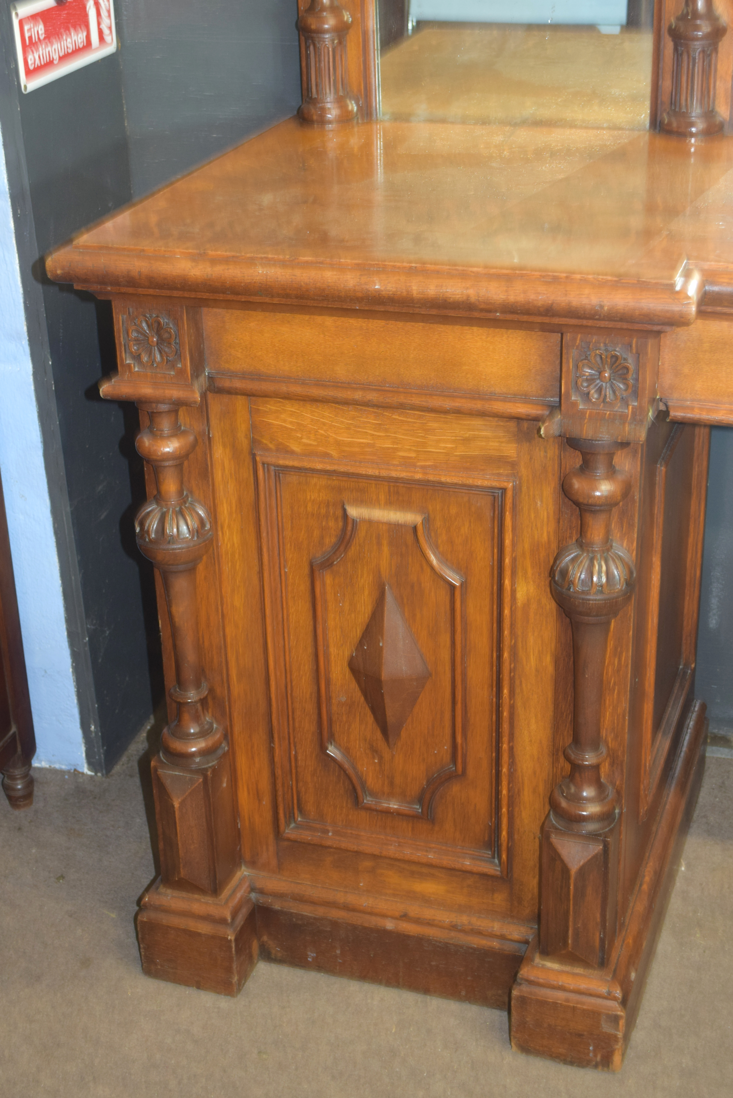 Very large and imposing Victorian Oak mirror back sideboard, back panel with three mirror plates and - Image 4 of 7
