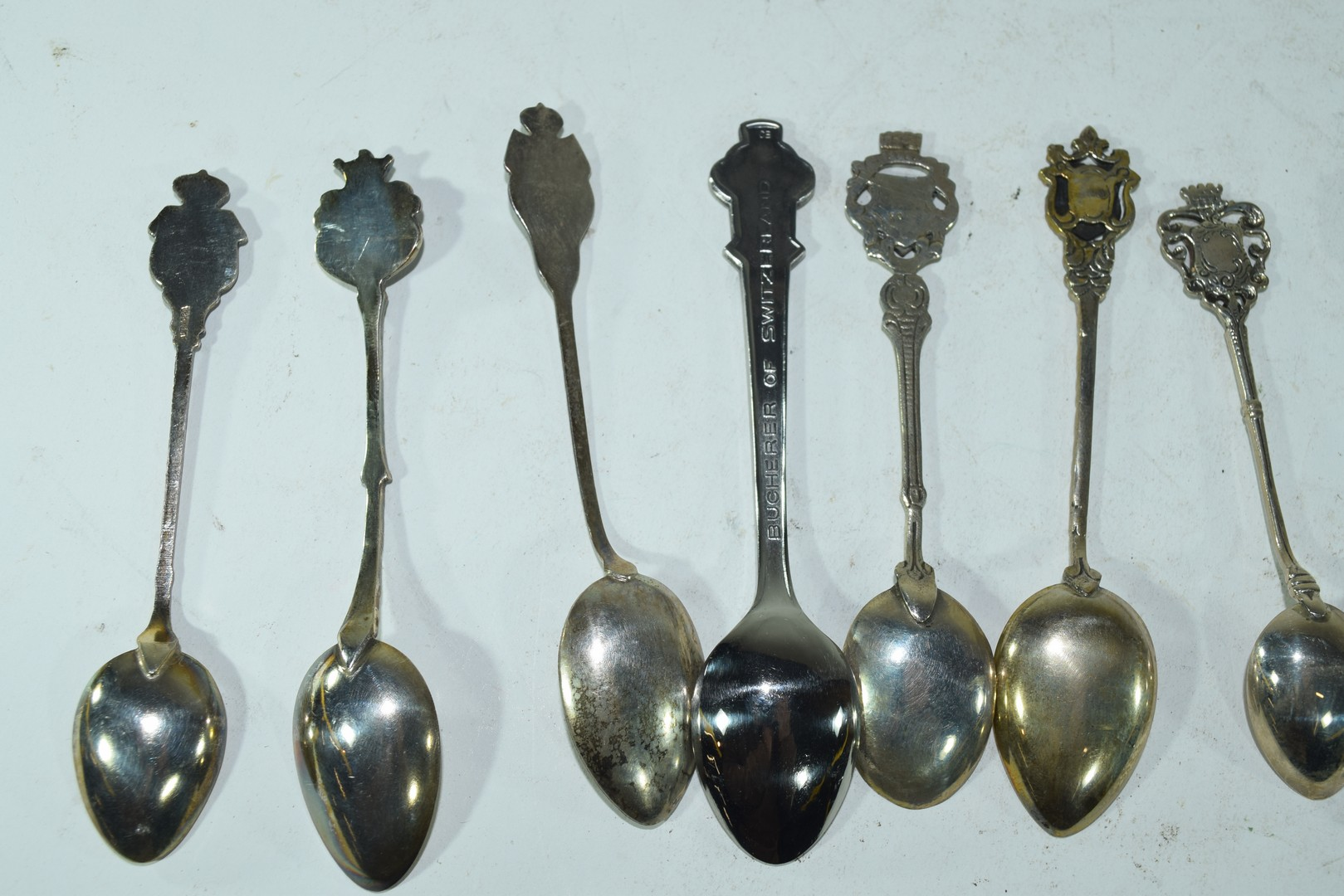 Three small boxes containing a quantity of collectors spoons - Image 5 of 6