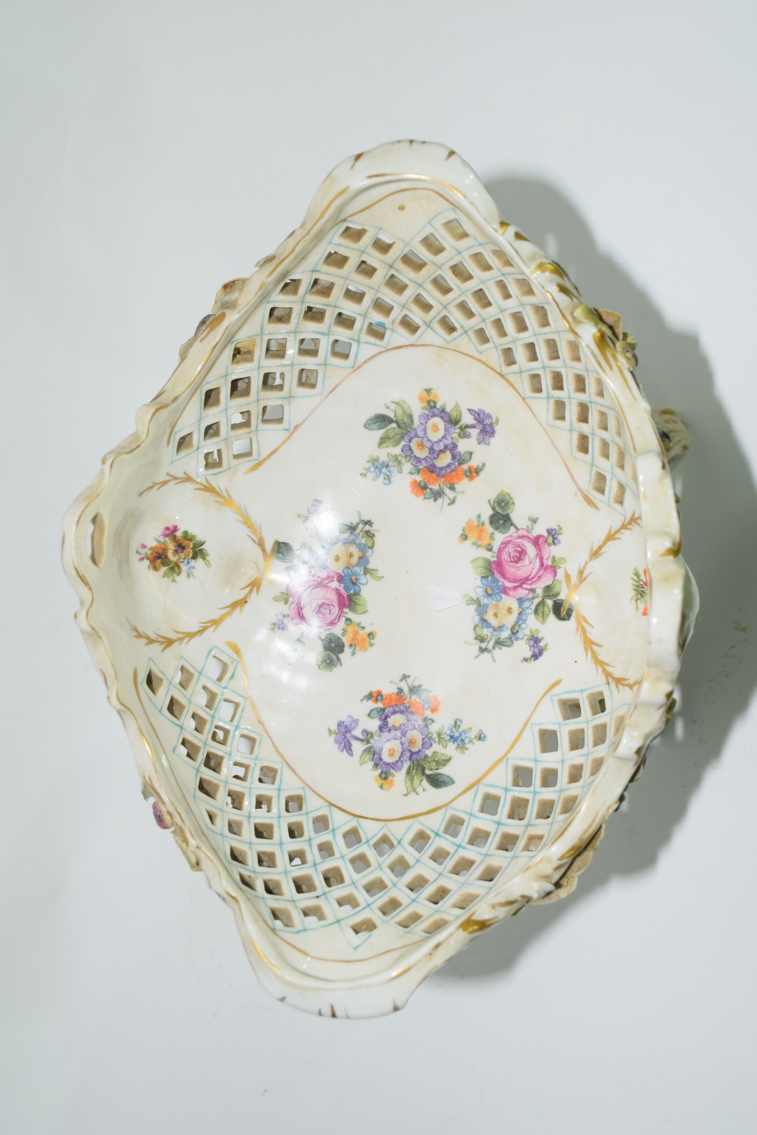 Continental Meissen style porcelain centrepiece - Image 5 of 6