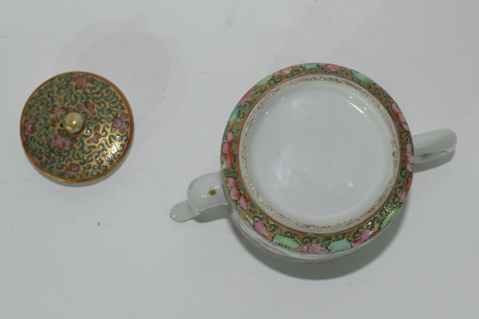 Small Cantonese porcelain tea pot - Image 7 of 7