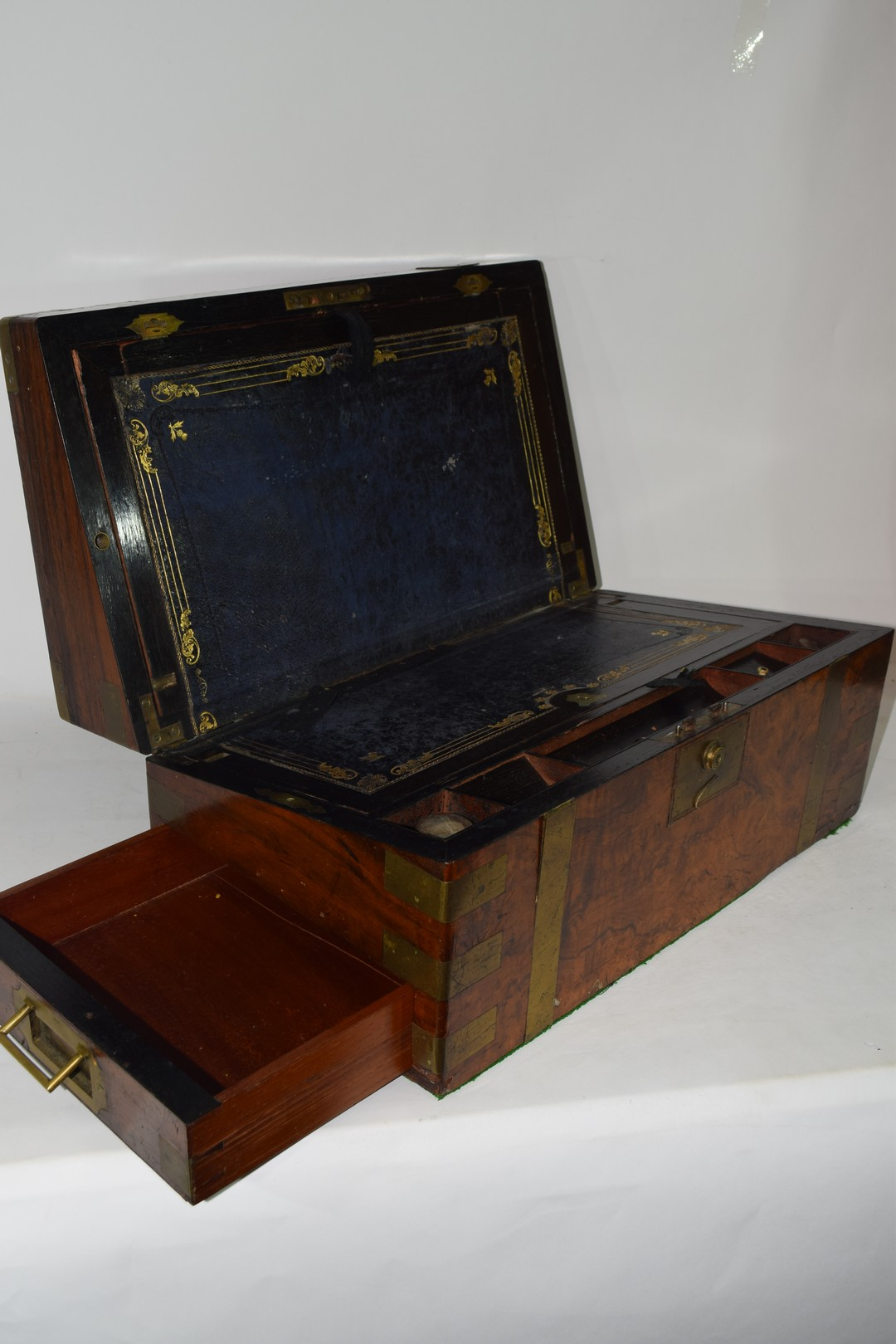 Victorian walnut veneered and brass mounted writing box - Image 10 of 10