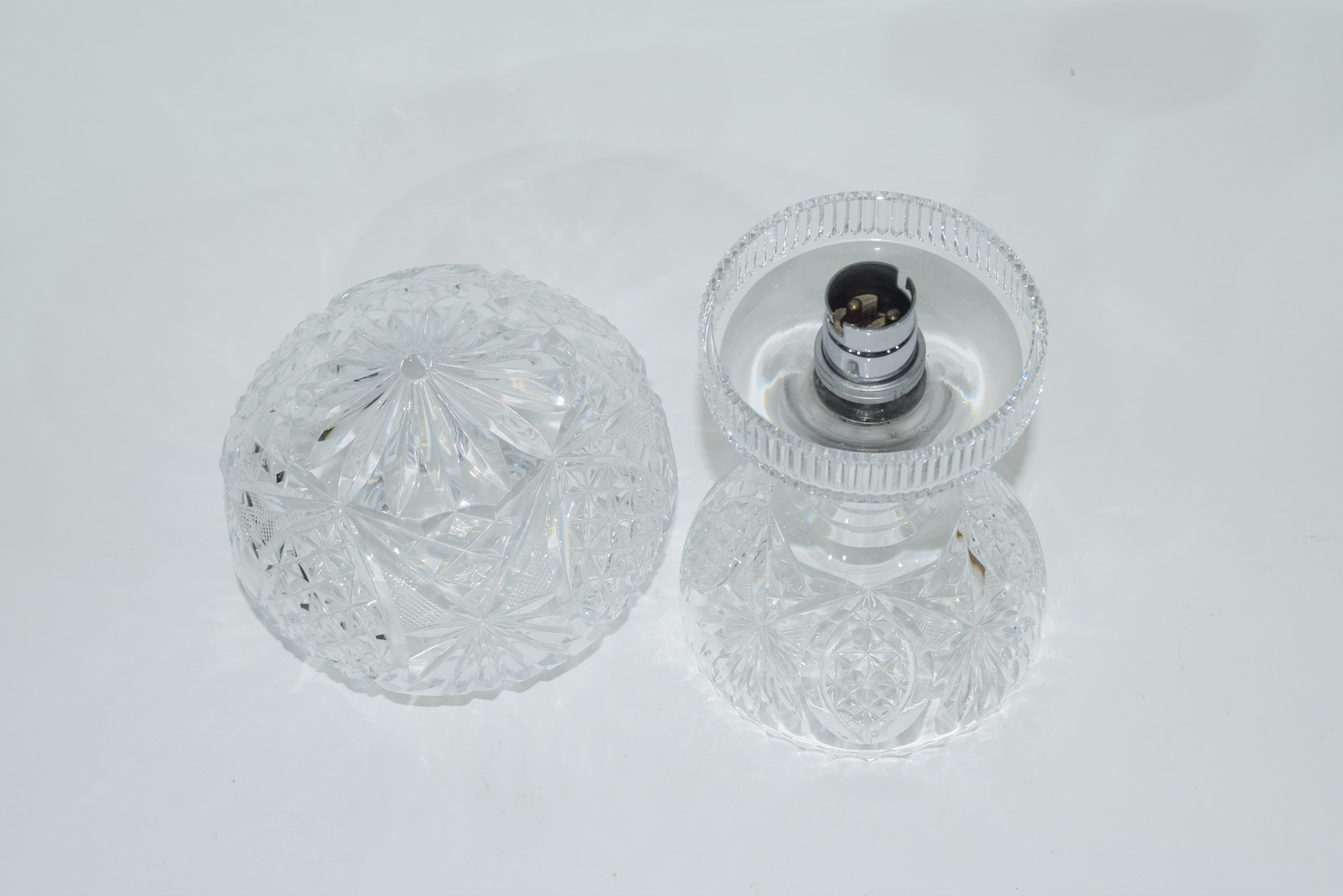 Cut glass lamp and shade - Image 5 of 5