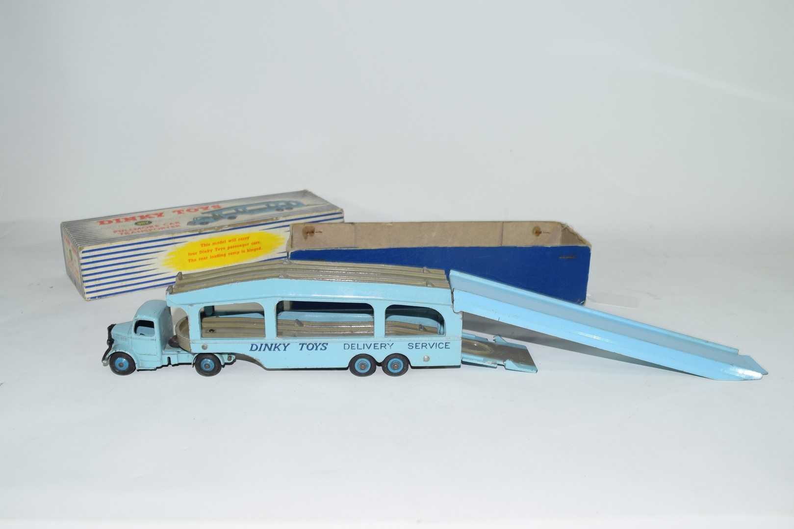 Dinky Pullmore car transporter No 982 and loading ramp, (994) - Image 2 of 7