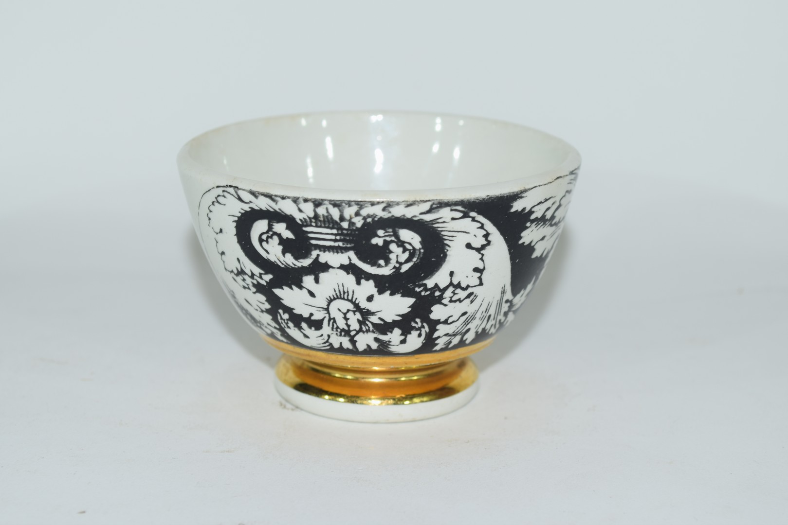 Small bowl decorated in black and white with a design by Fornisetti, - Image 3 of 5