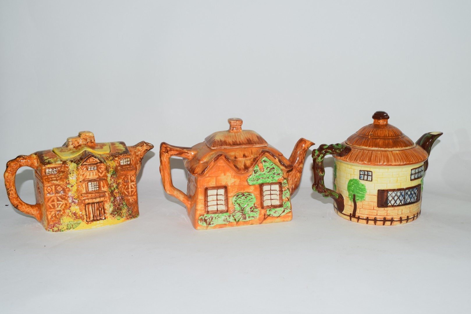 Group of mid-20th century cottage style tea pots - Image 2 of 4