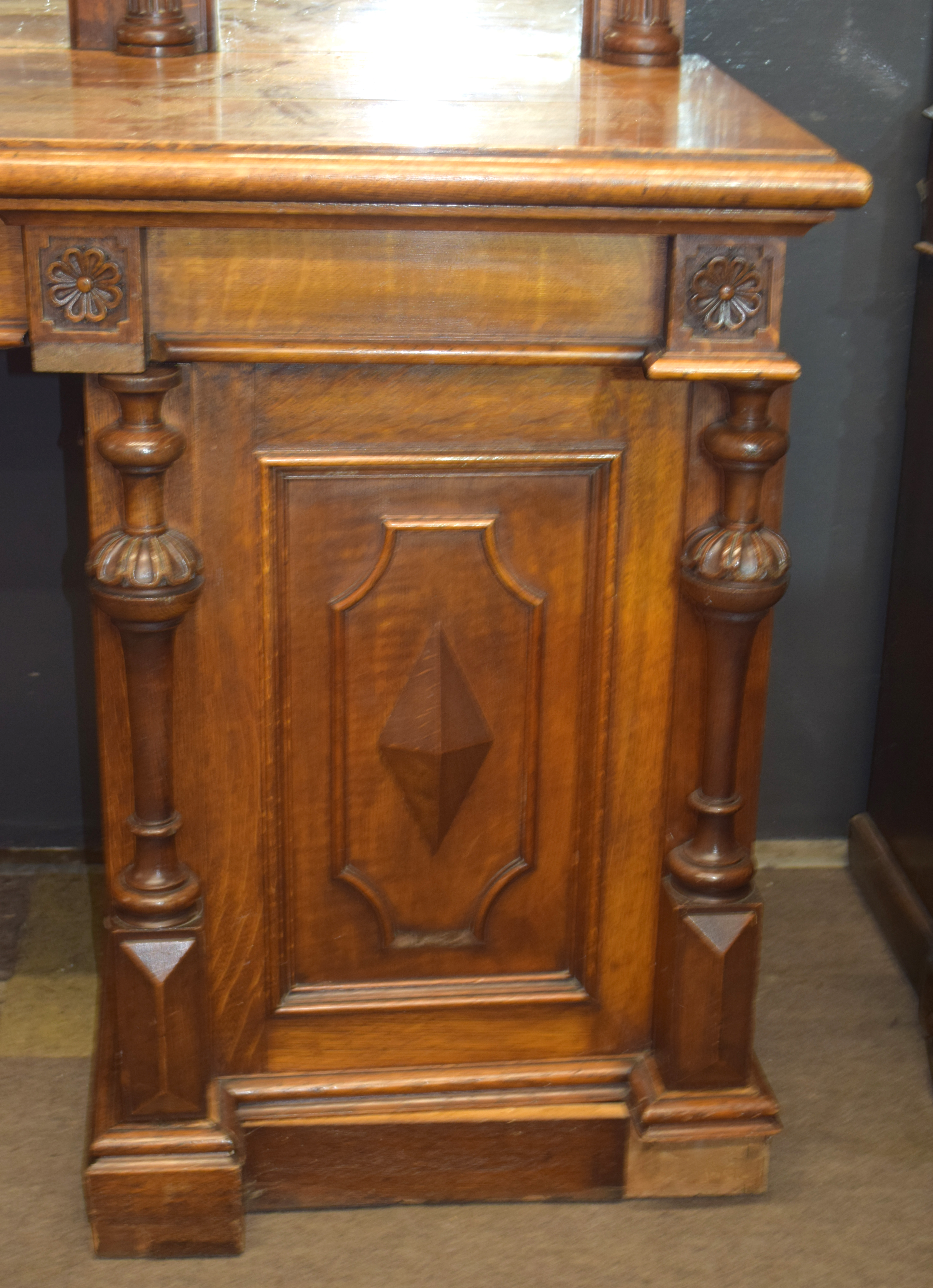 Very large and imposing Victorian Oak mirror back sideboard, back panel with three mirror plates and - Image 2 of 7