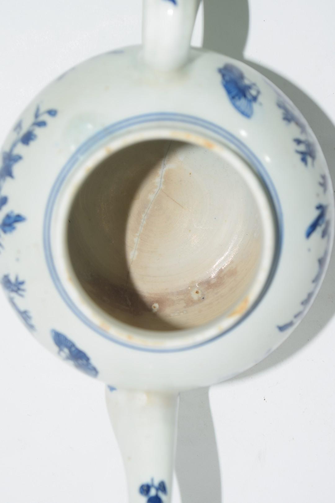 18th century Lowestoft porcelain teapot - Image 6 of 8
