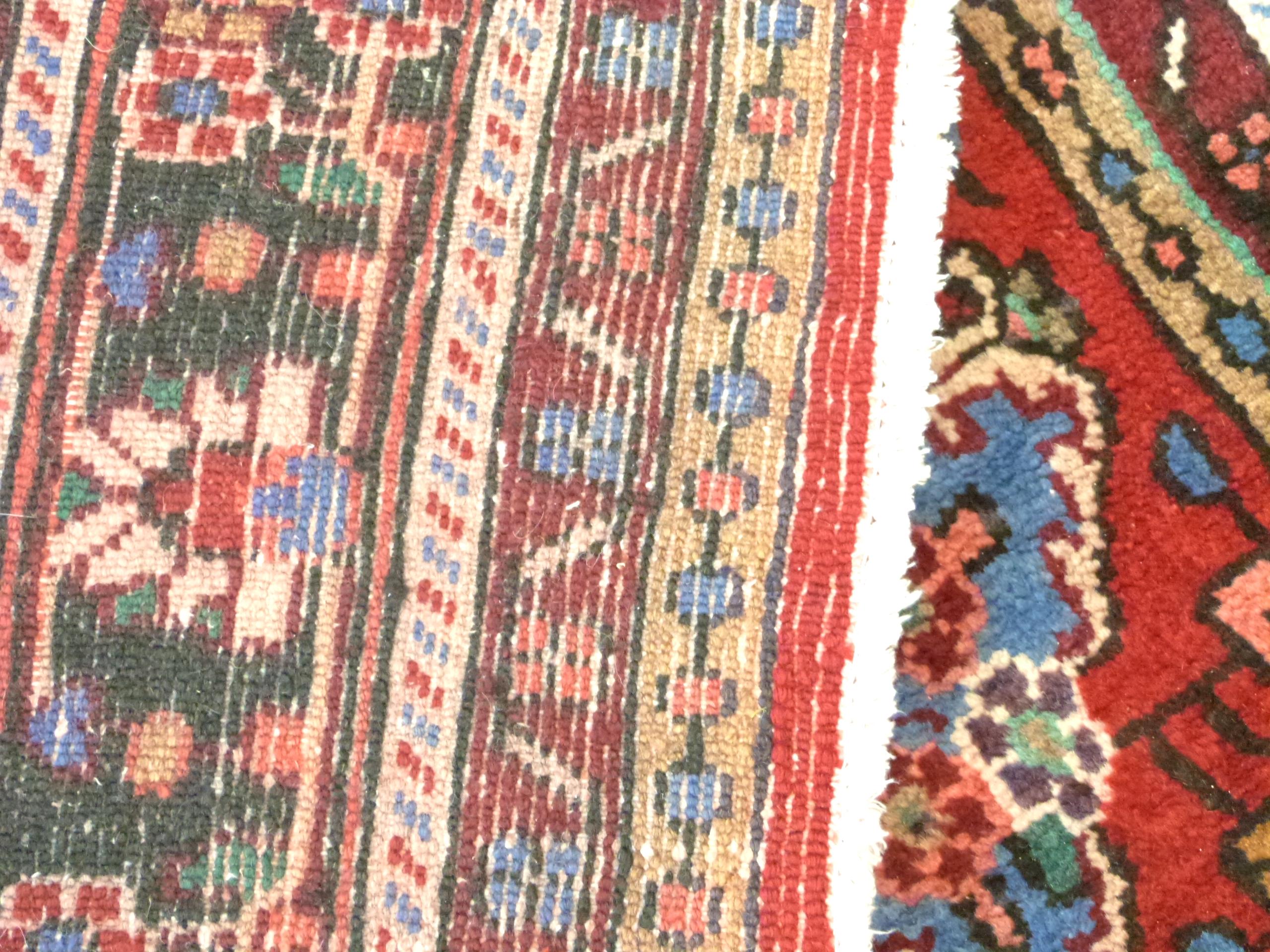 Rich red ground full pile Persian Serouke Carpet, floral medallion design 296cm x 200cm - Image 8 of 8