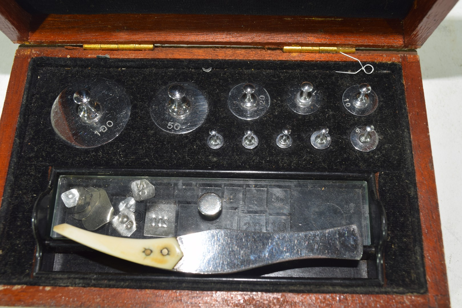 Cased set of chemists weights - Image 5 of 6