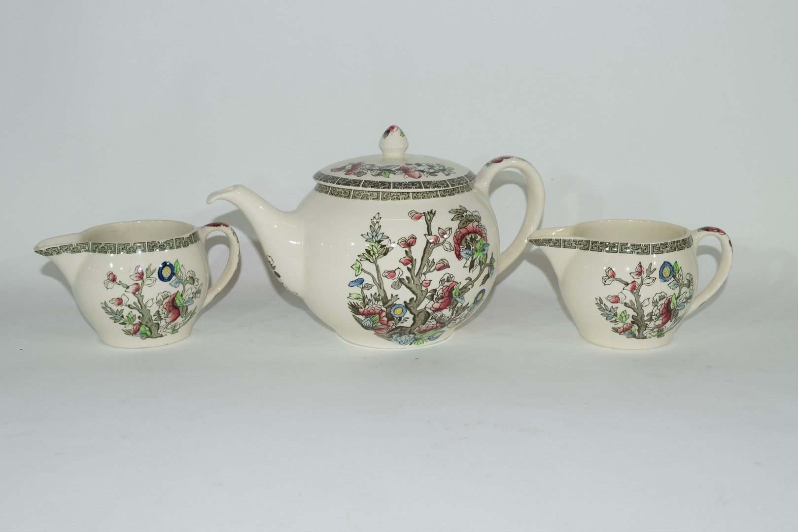 Extensive quantity of Johnson Bros tea and dinner wares