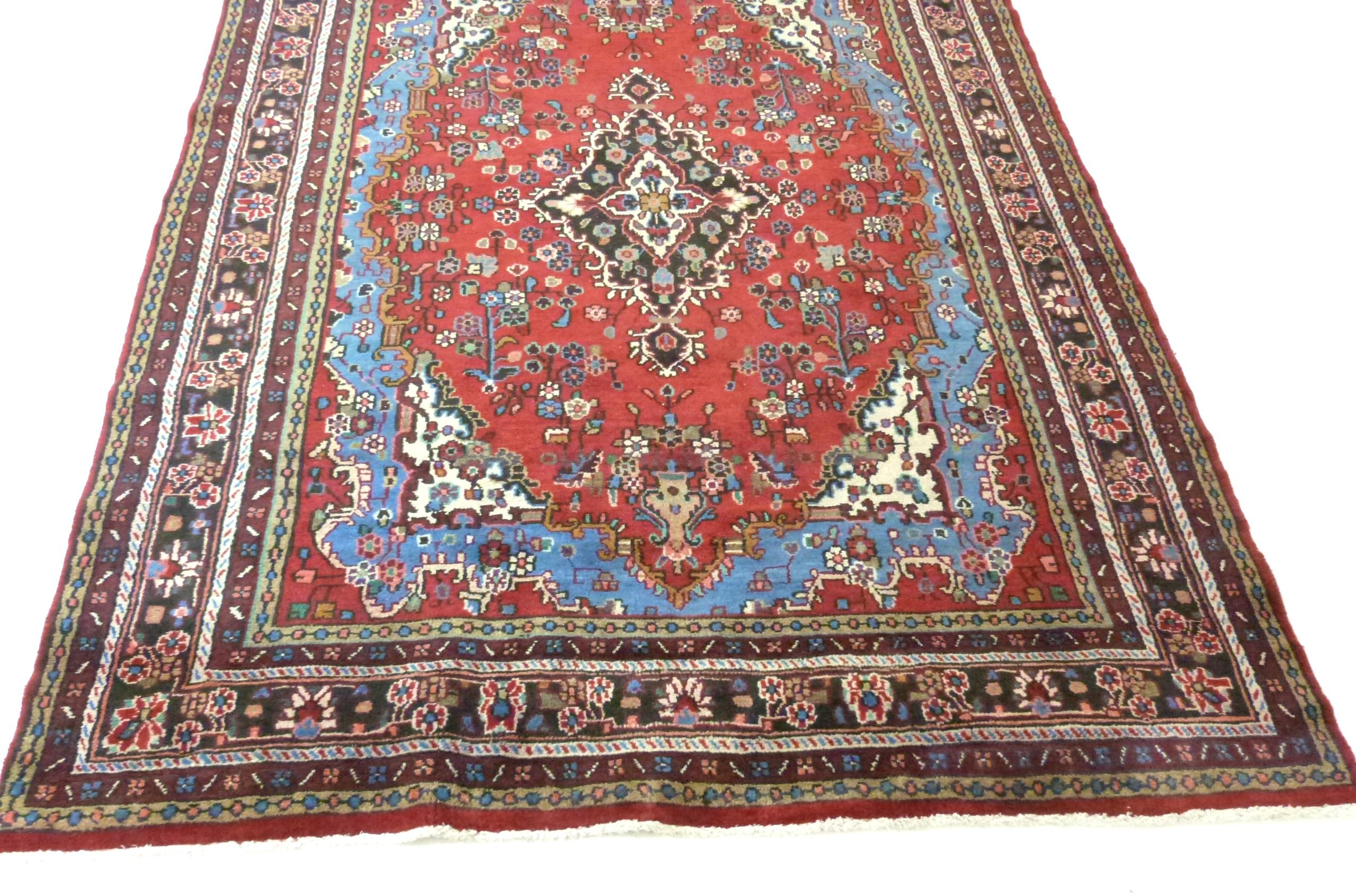 Rich red ground full pile Persian Serouke Carpet, floral medallion design 296cm x 200cm - Image 2 of 8