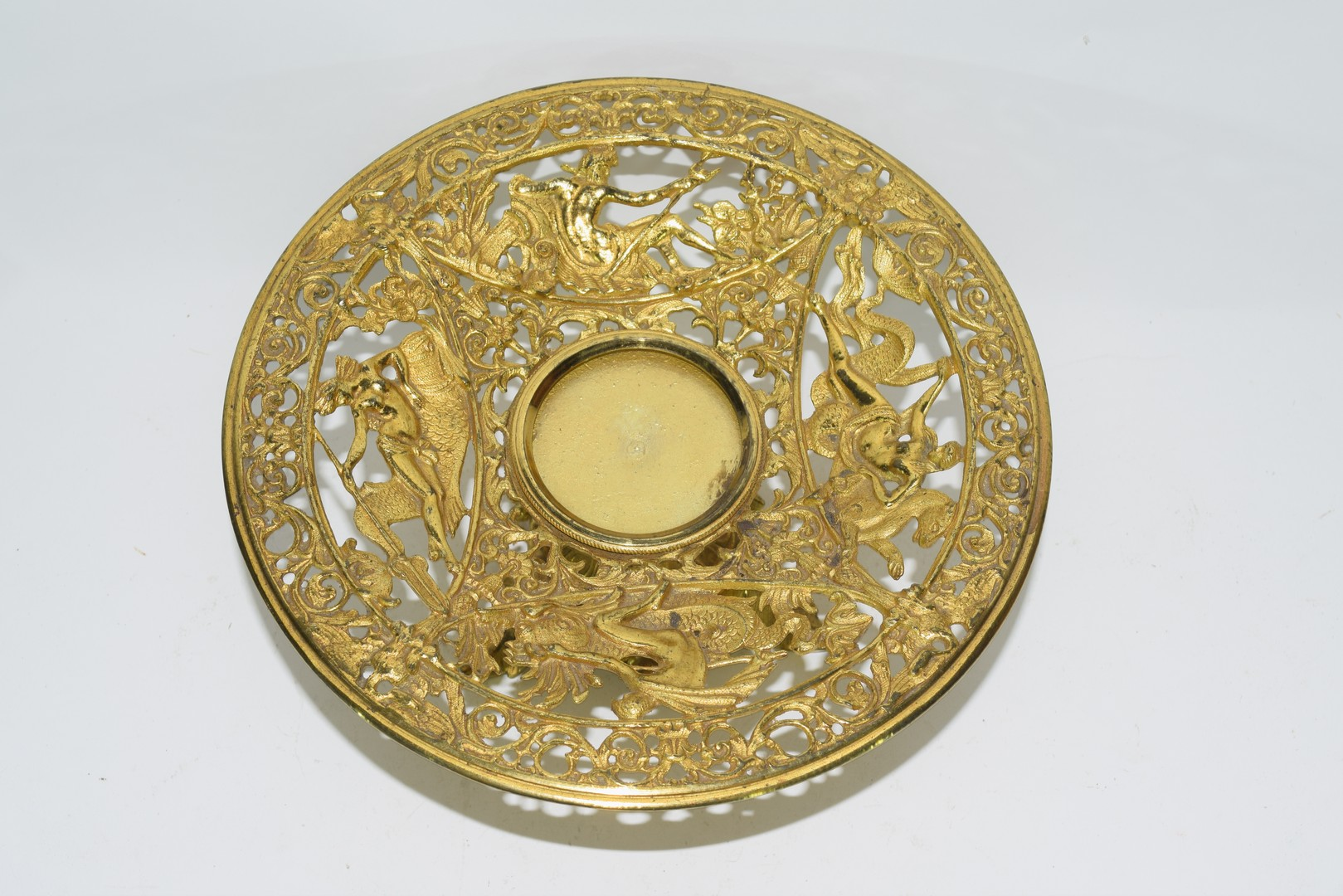 Gilt metal tazza with reticulated decoration of classical figures - Image 2 of 3