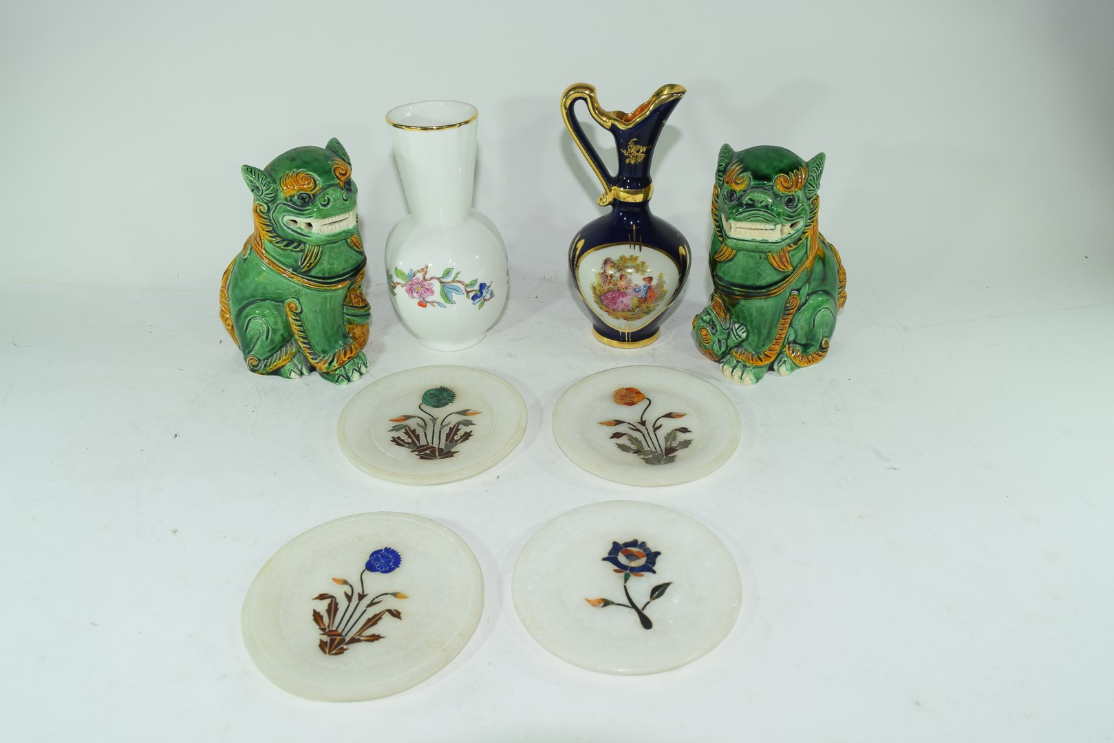 Mixed lot comprising a pair of contemporary Chinese Foo dogs
