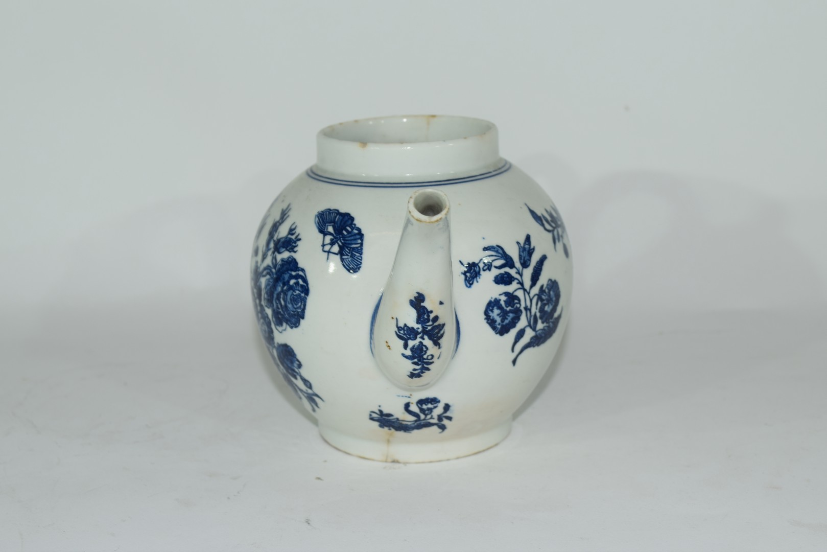 18th century Lowestoft porcelain teapot - Image 2 of 8