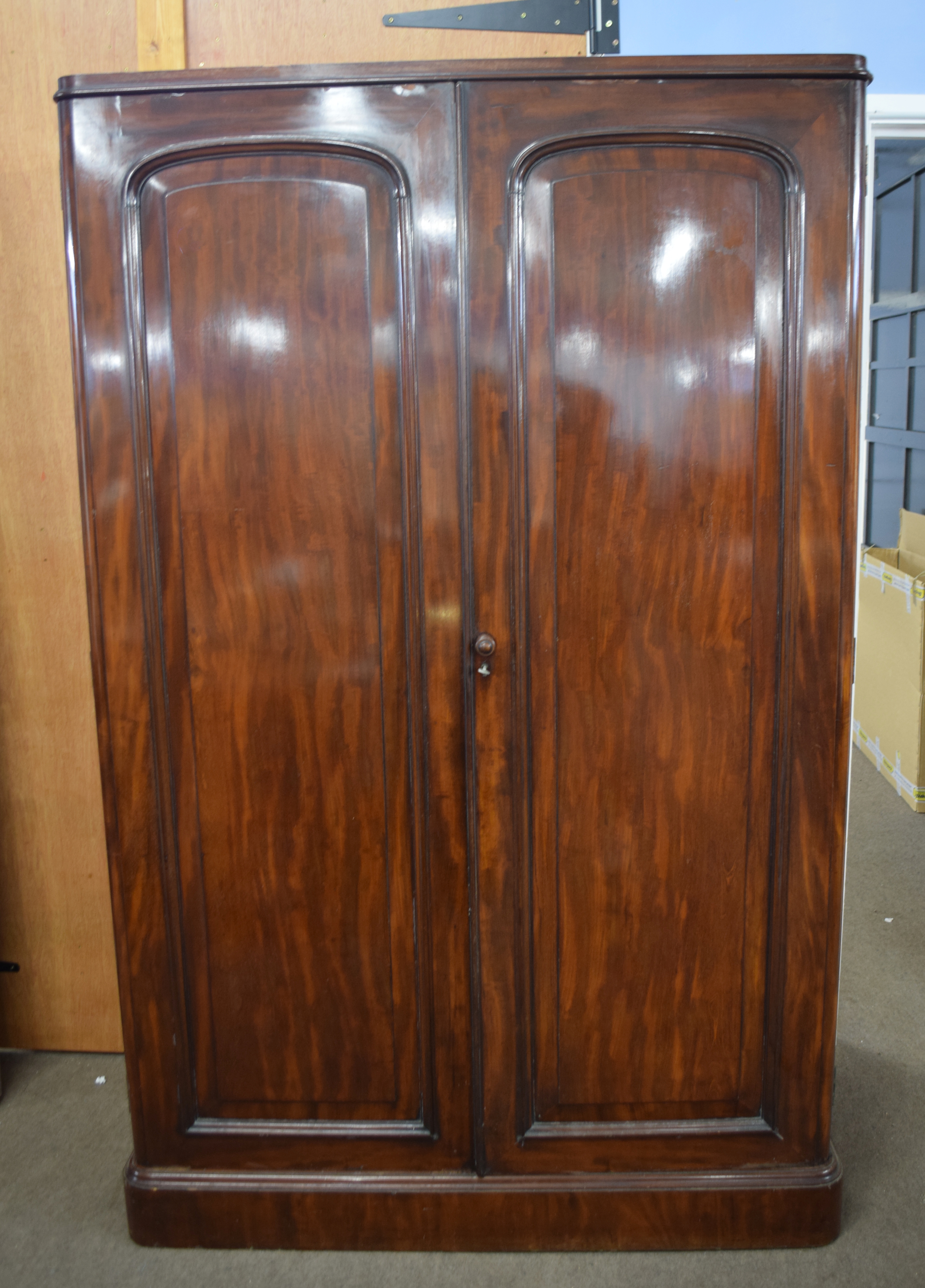 Victorian mahogany linen press cabinet with two large panelled doors opening to an interior with - Image 2 of 3