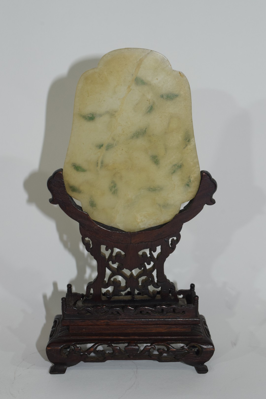Piece of quartz with floral green decoration - Image 2 of 5