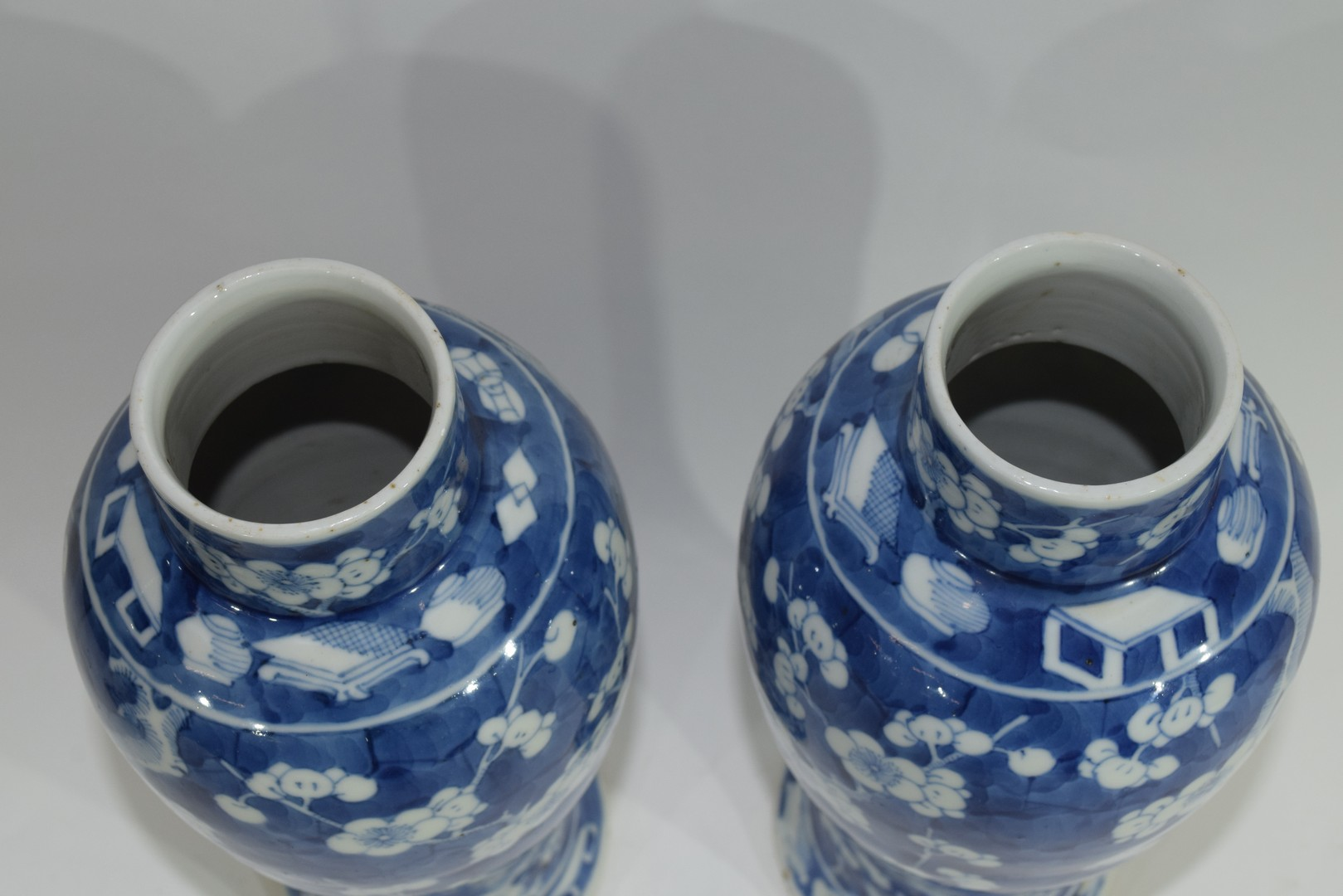 Pair of 19th century Chinese porcelain vases and covers - Image 8 of 9