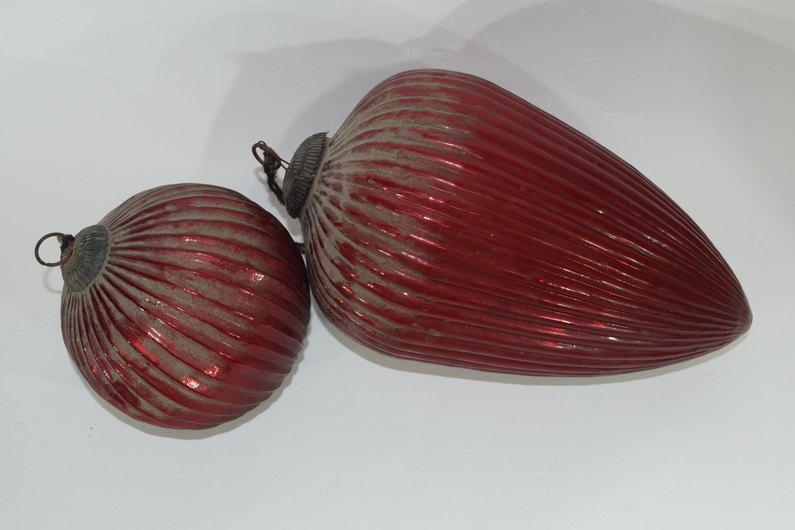 Two red glass Oriental lanterns - Image 2 of 3